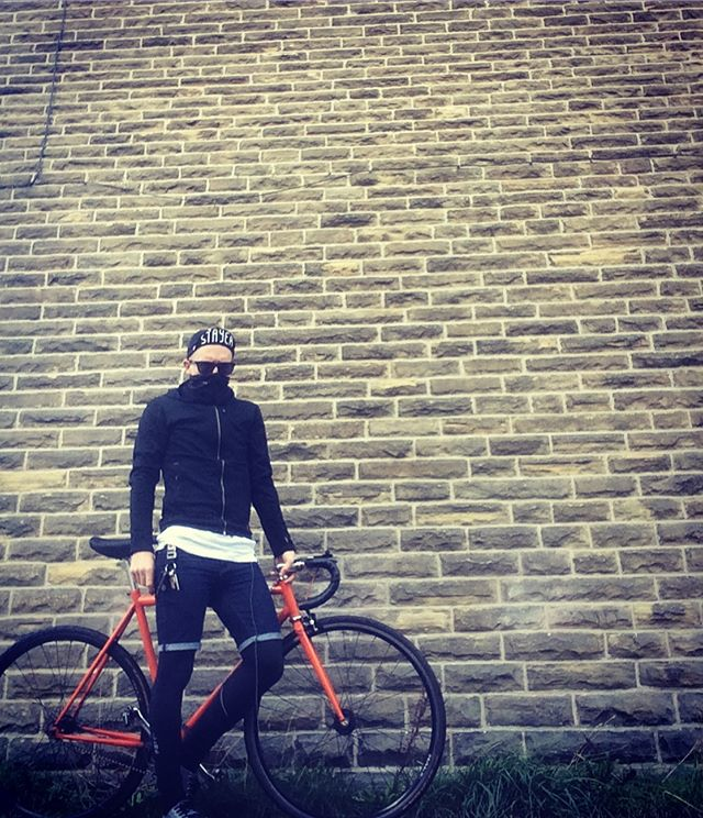 Cycle ninja #keepcyclingrad #tbonecycles #singlespeed #fixie #fixedgear #fakenger #chromeindustries #chromebags #autumn🍁 #fall #cycling #cyclinglife #cyclingpics #thursday #thursdays #cyclingcaps