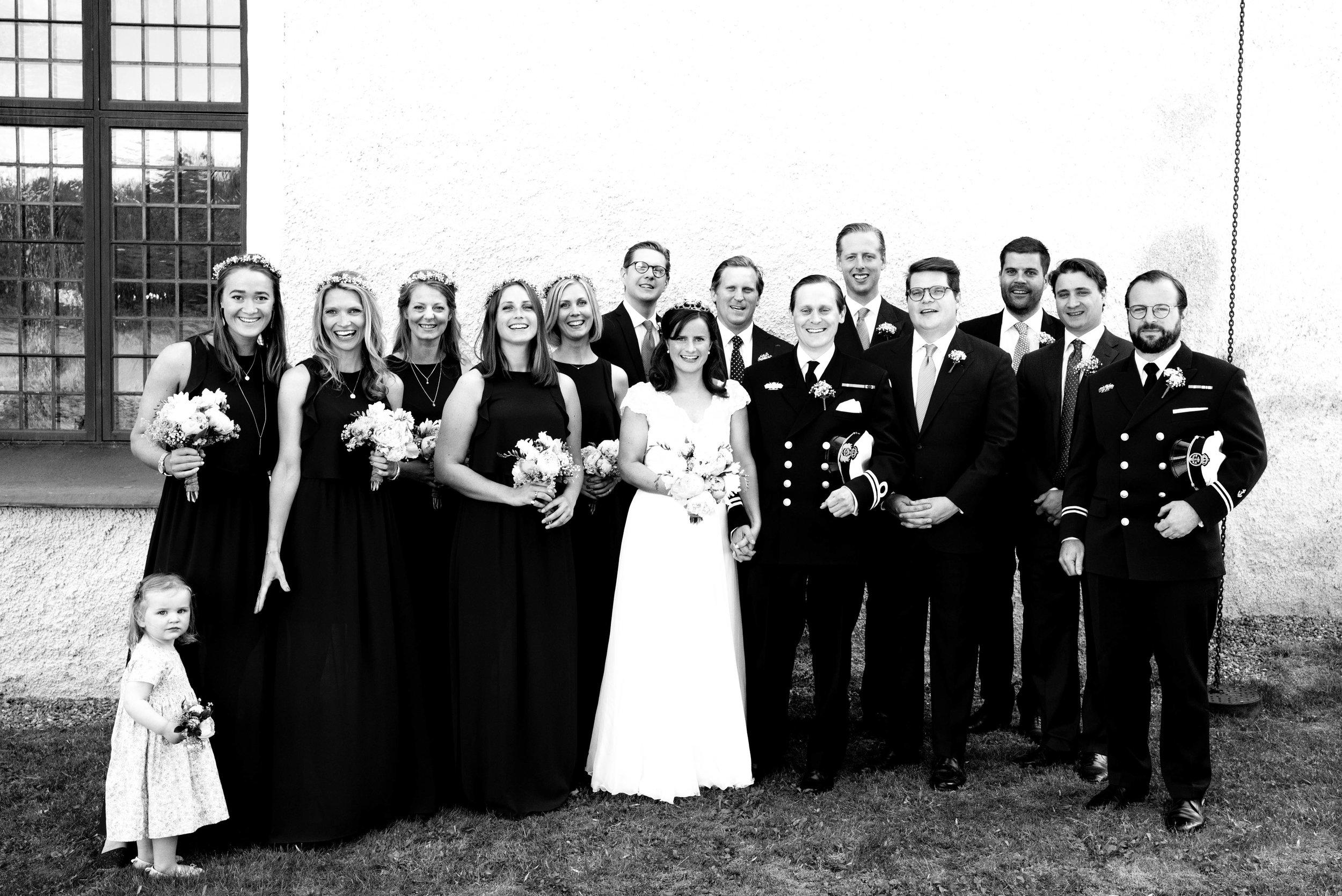 Gruppfoton vid kyrkan-49.jpg