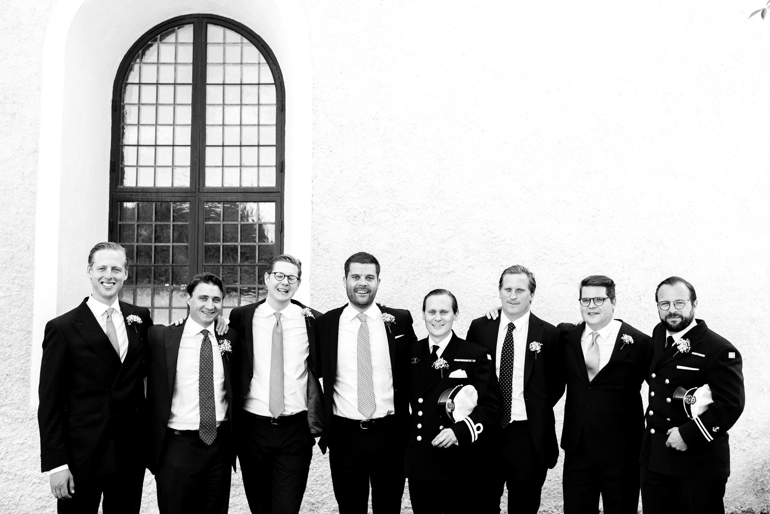 Gruppfoton vid kyrkan-31.jpg