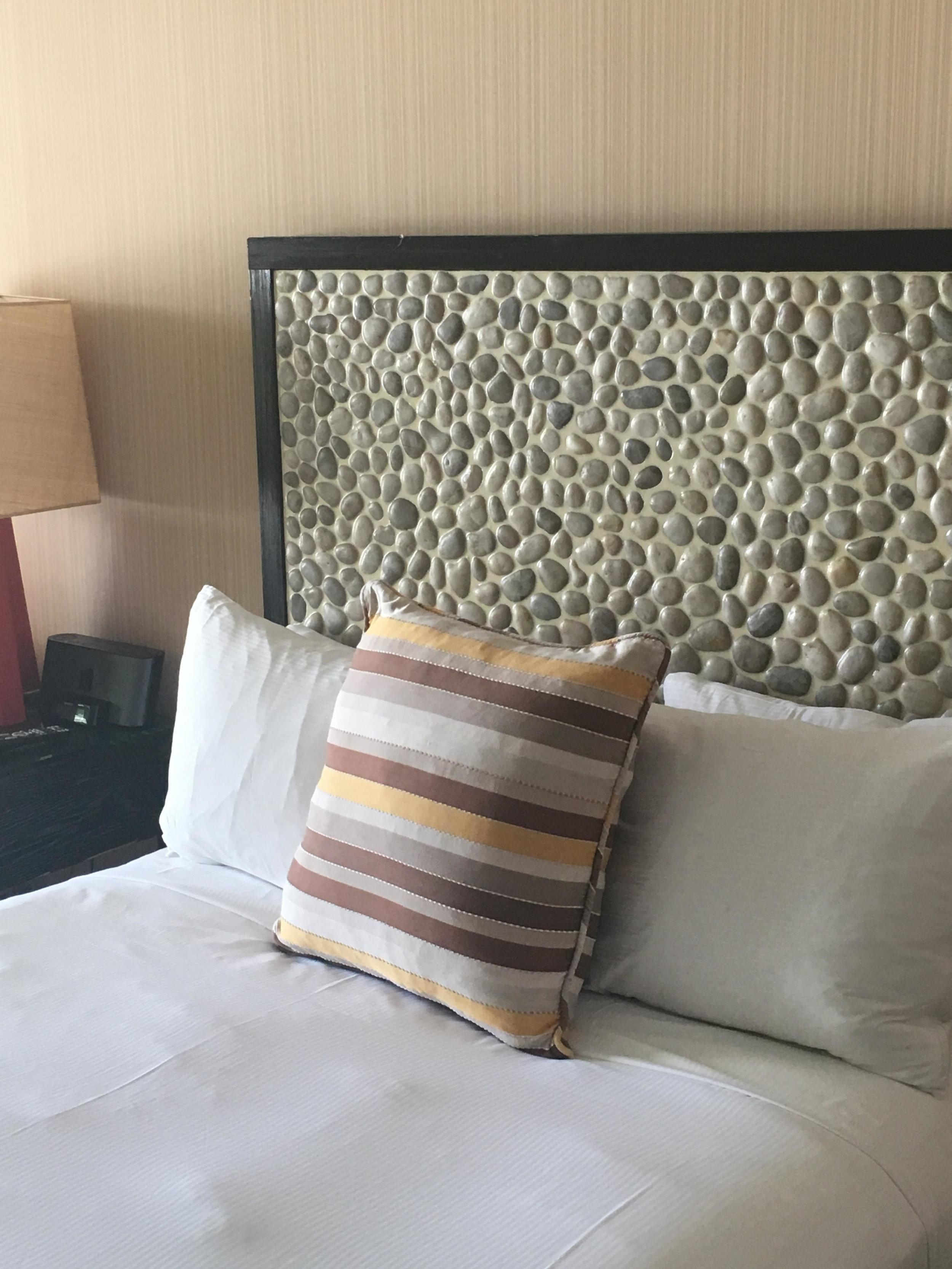 Queen bed - Hotel Maya - Long Beach