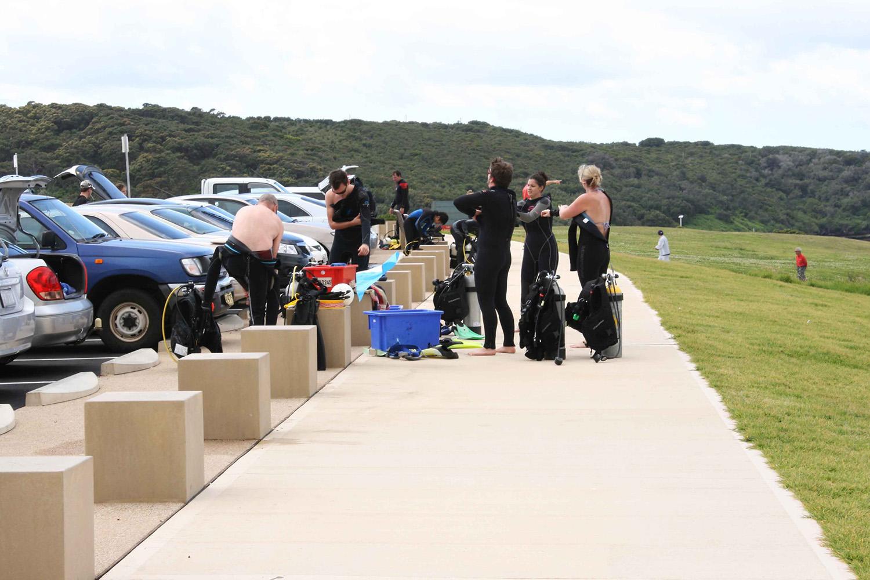 5-scuba divers utilise bollards and new parking adjoining the Coastal Walk.jpg