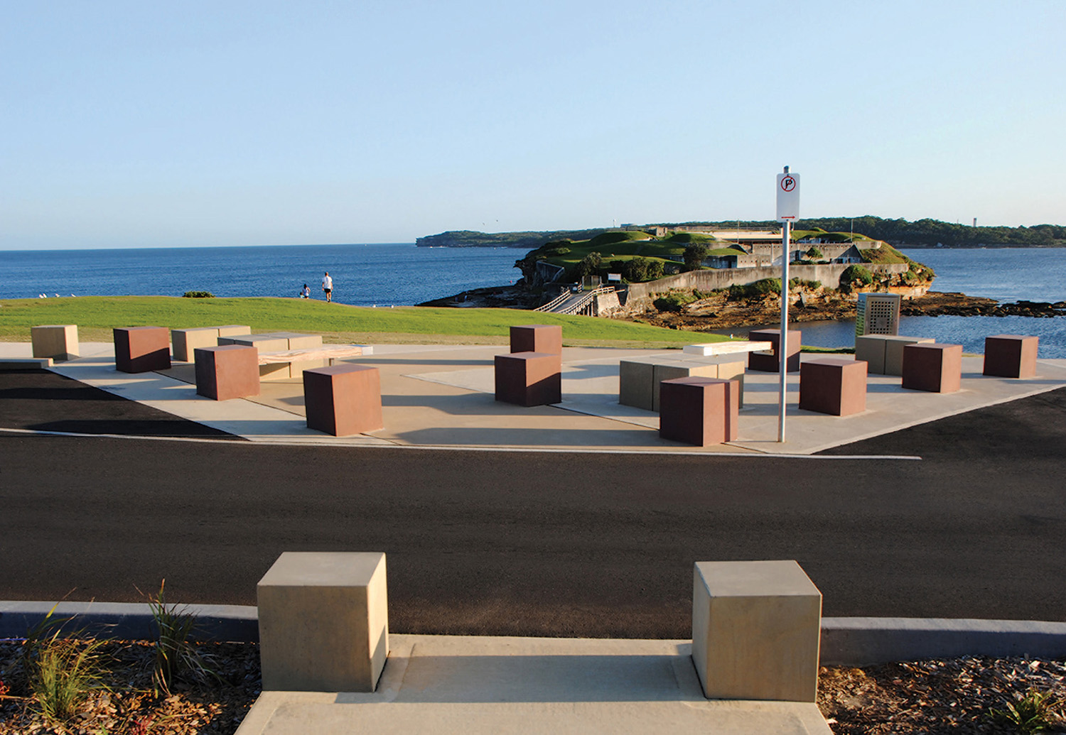 8-view south from pedestrian crossing point to bare island.jpg