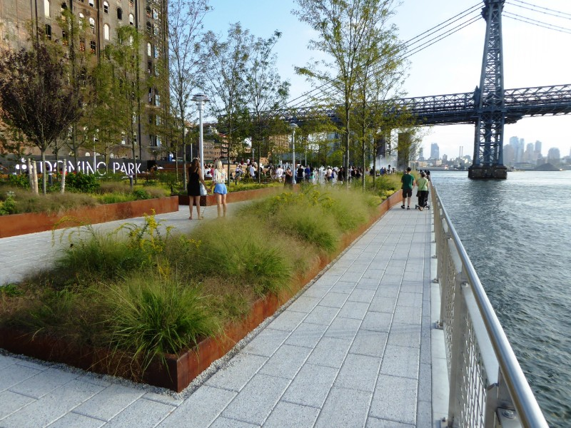 Waterfront promenade & raised planting beds