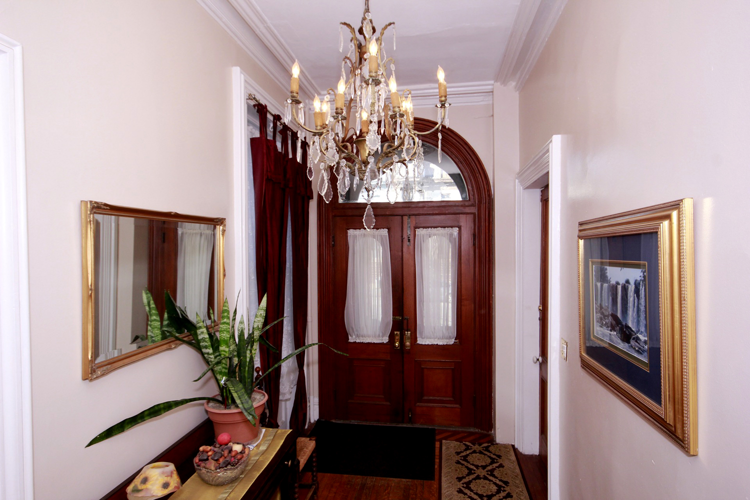 Historic District Mansion, Foyer