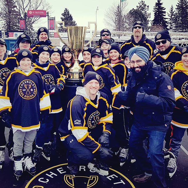Congrats to the West Carleton Warriors PeeWee @peeweewcw #hockey team from Eastern, Ontario on winning the 2019 #Chevrolet #GoodDeedsCup!  These young players came together and helped their #community with Tornado relief and captured the attention of #Canadians across the country. It was great spending the day with the players, coaches and parents. Life lessons and #values of serving and giving back to your community were learned.  The kids and people of West Carleton won't ever forget the big league experience that @chevroletcanada and @hockeycanada awarded them! They've been through a lot. Very well deserved.  #Chevrolet_Ambassador  #GoodDeedsMakeGreatPlayers #WestCarleton #Warriors  #GoodDeeds #Chevy