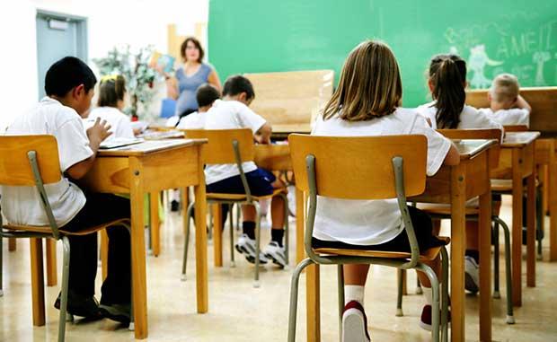 buena postura corporal en la escuela
