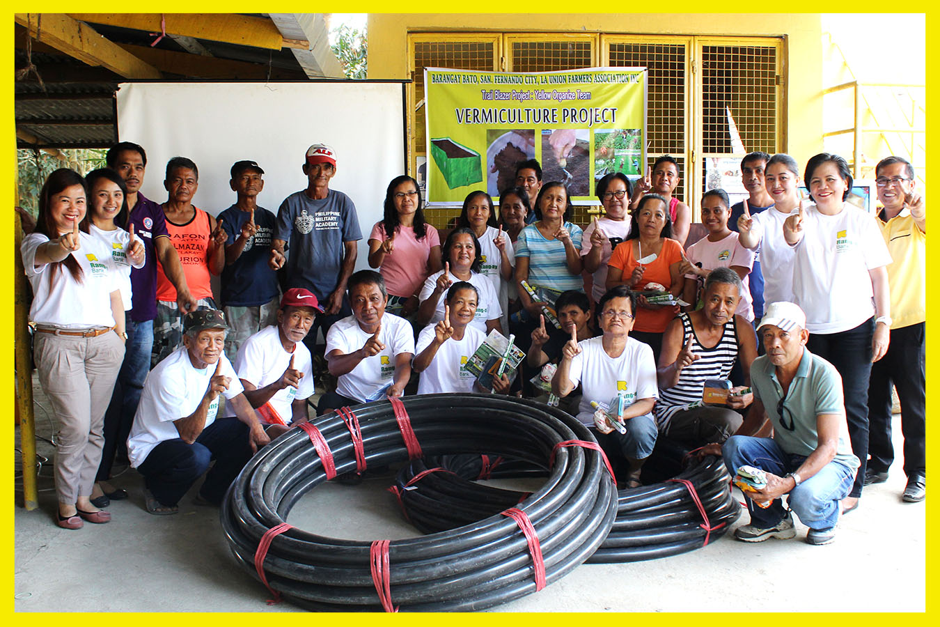 Farmers of Brgy. Bato, San Fernando City pose with Rang-ay Main Branch Officers.