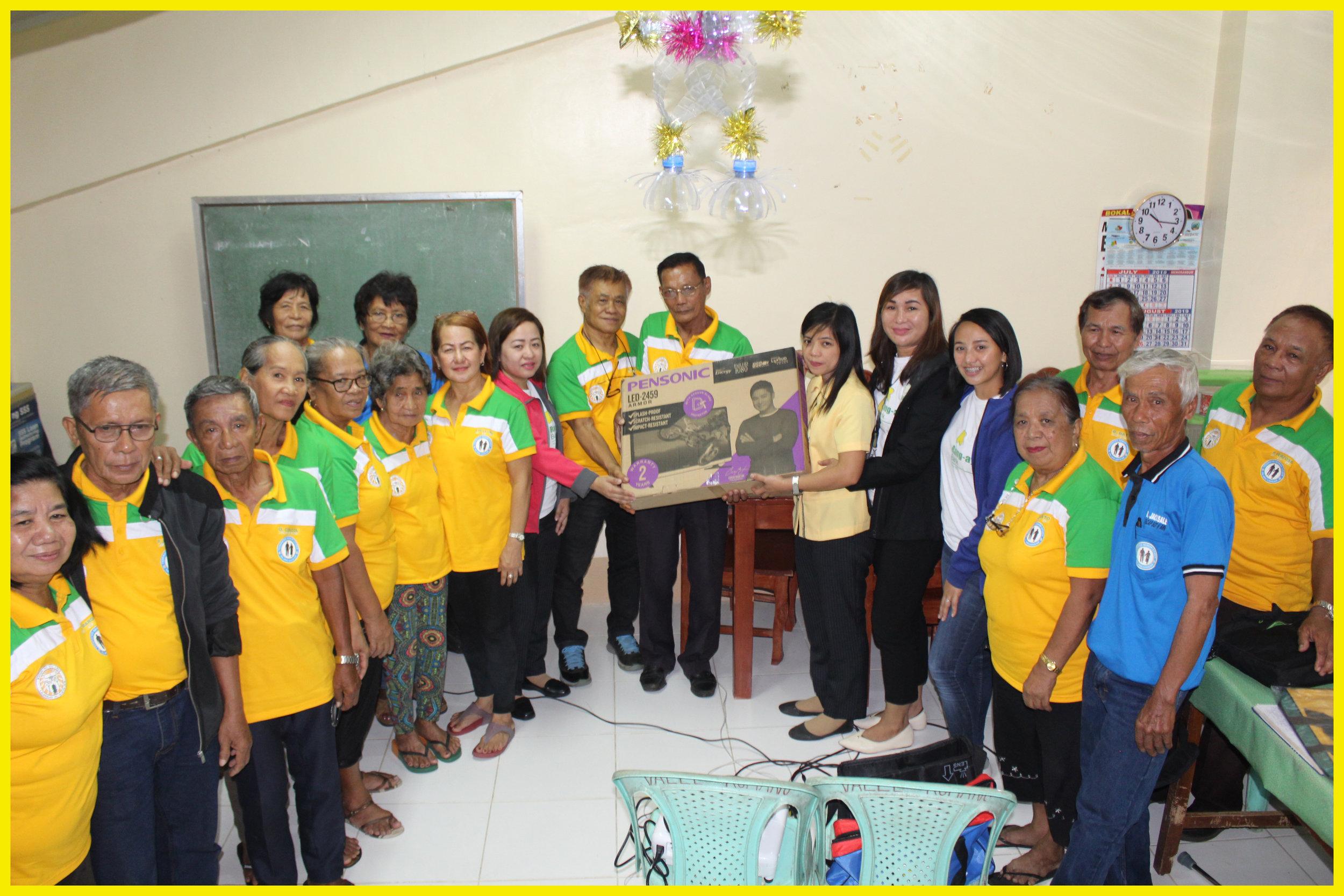 Sta Cruz (Ilocos Sur) Senior Citizens Association officers received the flat screen TV from Rang-ay Bank.