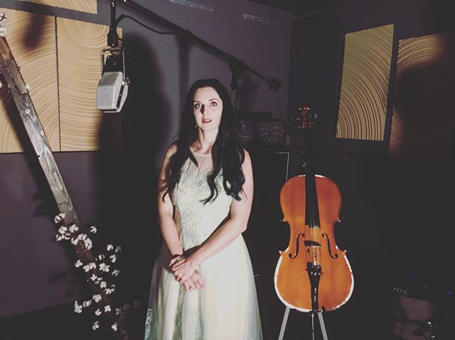 Day 2 of a new and exciting project with @joyshannon and the Beauty Marks! • • • • • • • #directing #production #liverecording #cello #harp #celtic #musicvideo #livesession #irishharp #songwriter