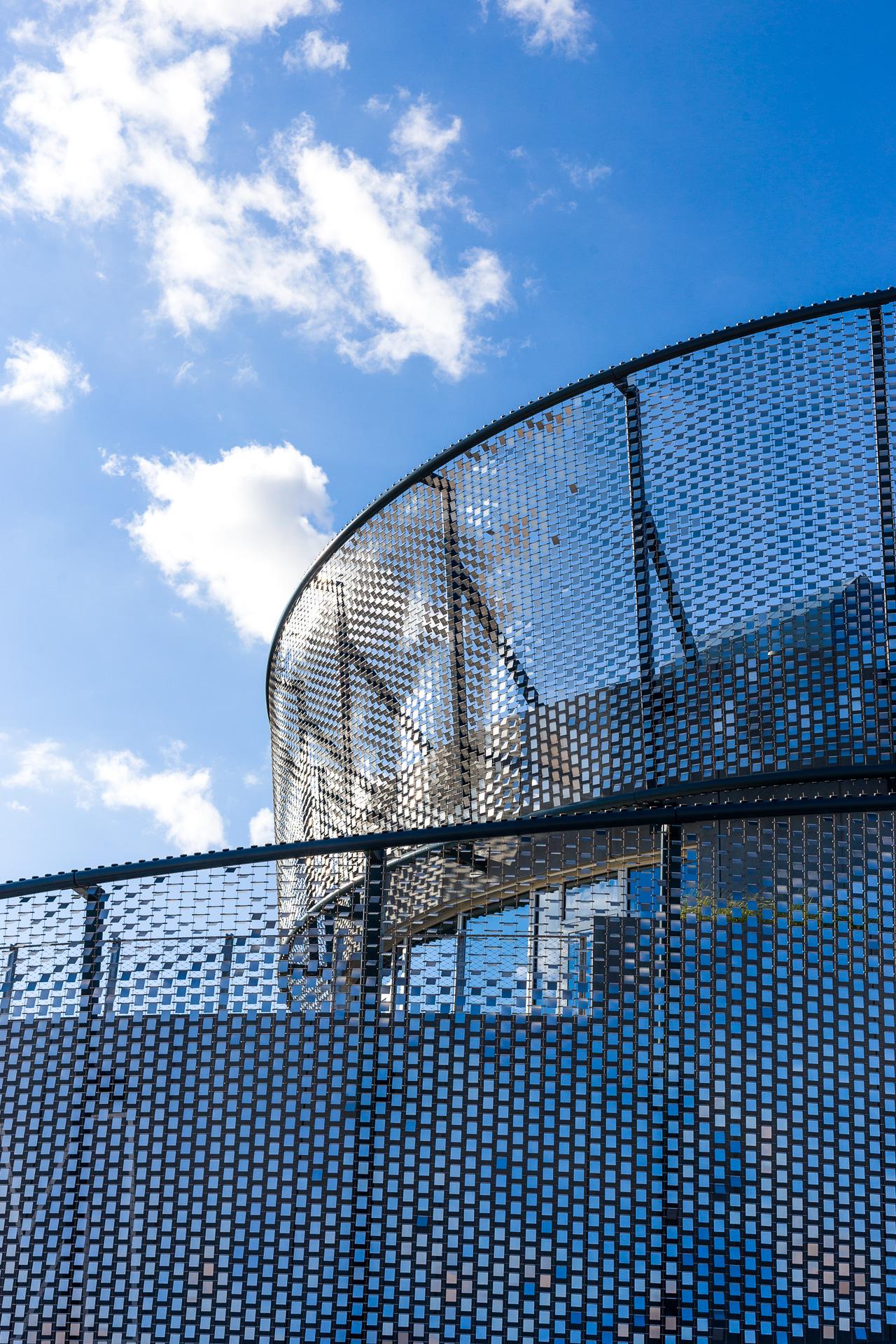 Shimmer Wall at the NYC Aquarium