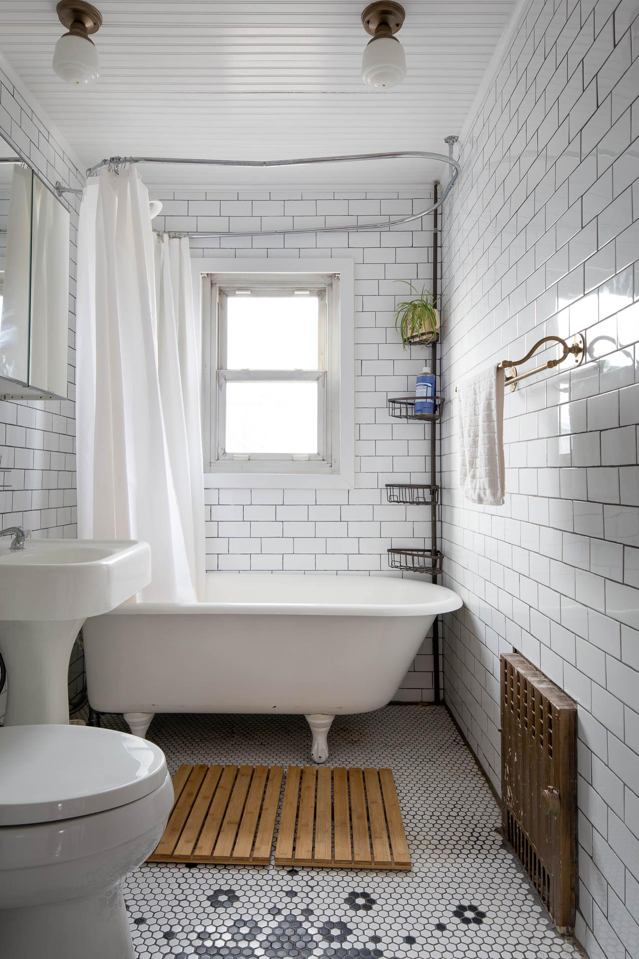 upstairs_bathroom-1.jpg