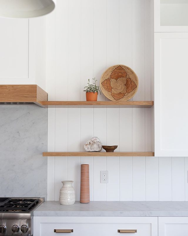 Kitchen details from our Newport Heights project... Photo: Luke Lighthouse  #kitchendesign #kitchen #whiteandwood #cabinetry #custom #whiteoak #floatingshelves #interiorstyling #details #designbuild #claytonbuilders #newportheights