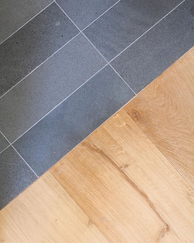 When it comes to material selection we love simple & timeless finishes that stand the test of time. Case in point honed basalt tile next to this sunny white oak floor... makes for the perfect transition in our Port Streets project 📸: @ryangarvin  #finishes #materialselection #tileandstone #whiteoak #hardwoodfloors #basalt #lessismore #timeless #design #designbuild #claytonbuilders #portstreets #customhome