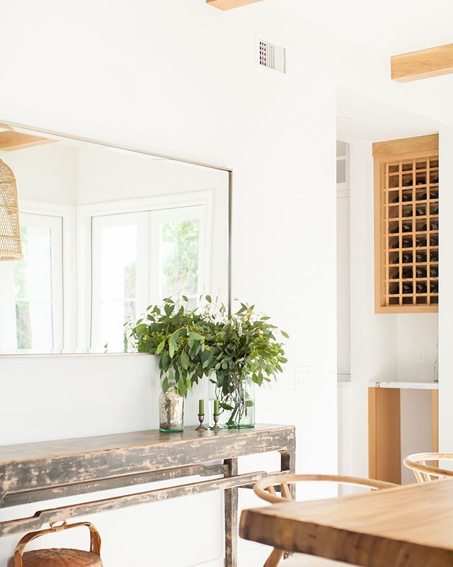 Keeping it simple in this dining room from our Port Streets project...🙌✨ Thank you  @ryangarvin for these beautiful 📸  #whiteandwood #neutralpalette #interiorstyling #interiordesign #diningroom #simplicity #designbuild #claytonbuilders #portstreets #newportbeach #modernfarmhouse