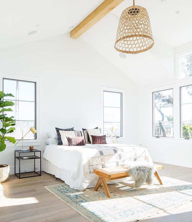 Morning vibes from the master bedroom of our Newport Island project 🙌✨ 📸: @ryangarvin  #naturallight #vibes #bedroomdecor #interiordesign #homestaging #homestyling #designbuild #claytonbuilders #newportisland #newportbeach #modernbeachhouse