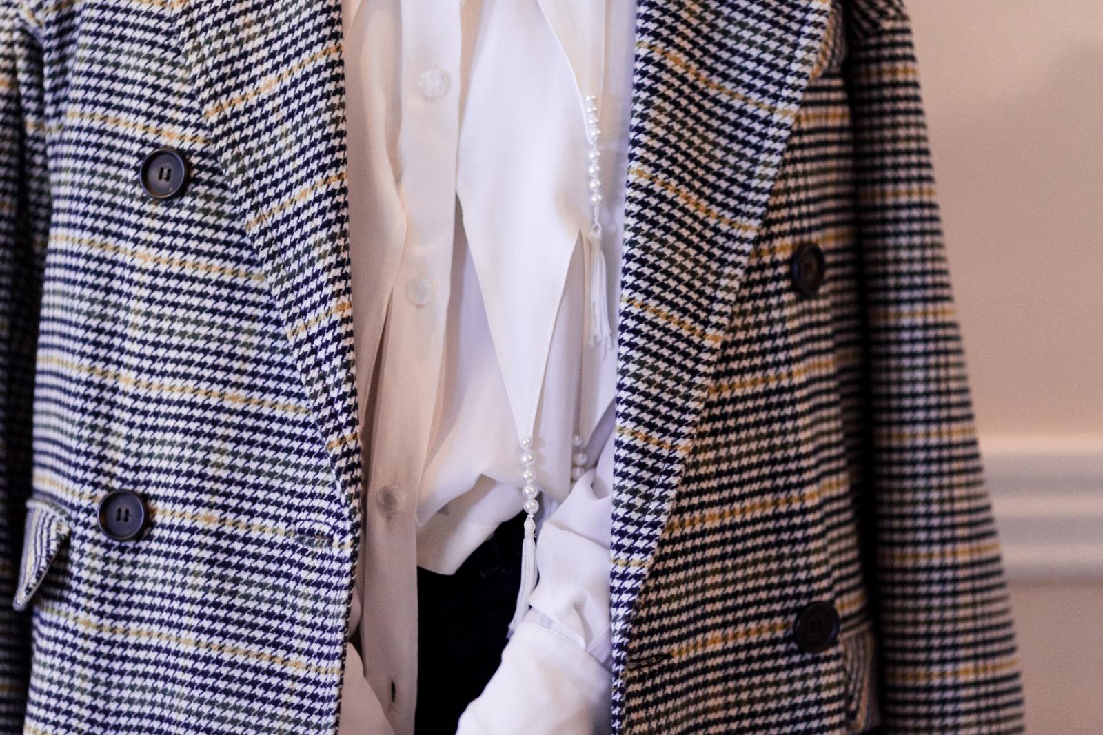 Eldridge Edit_anna_e_cottrell_fashion_blog_blogger_nordstrom_topshop_houndstooth_double_breasted_duster_coat_sale_topshop_garret_leight_glasses_thatch_lola_14k_gold_hoops_vintage_zara_bug_bag_mgb_photo_17.jpg