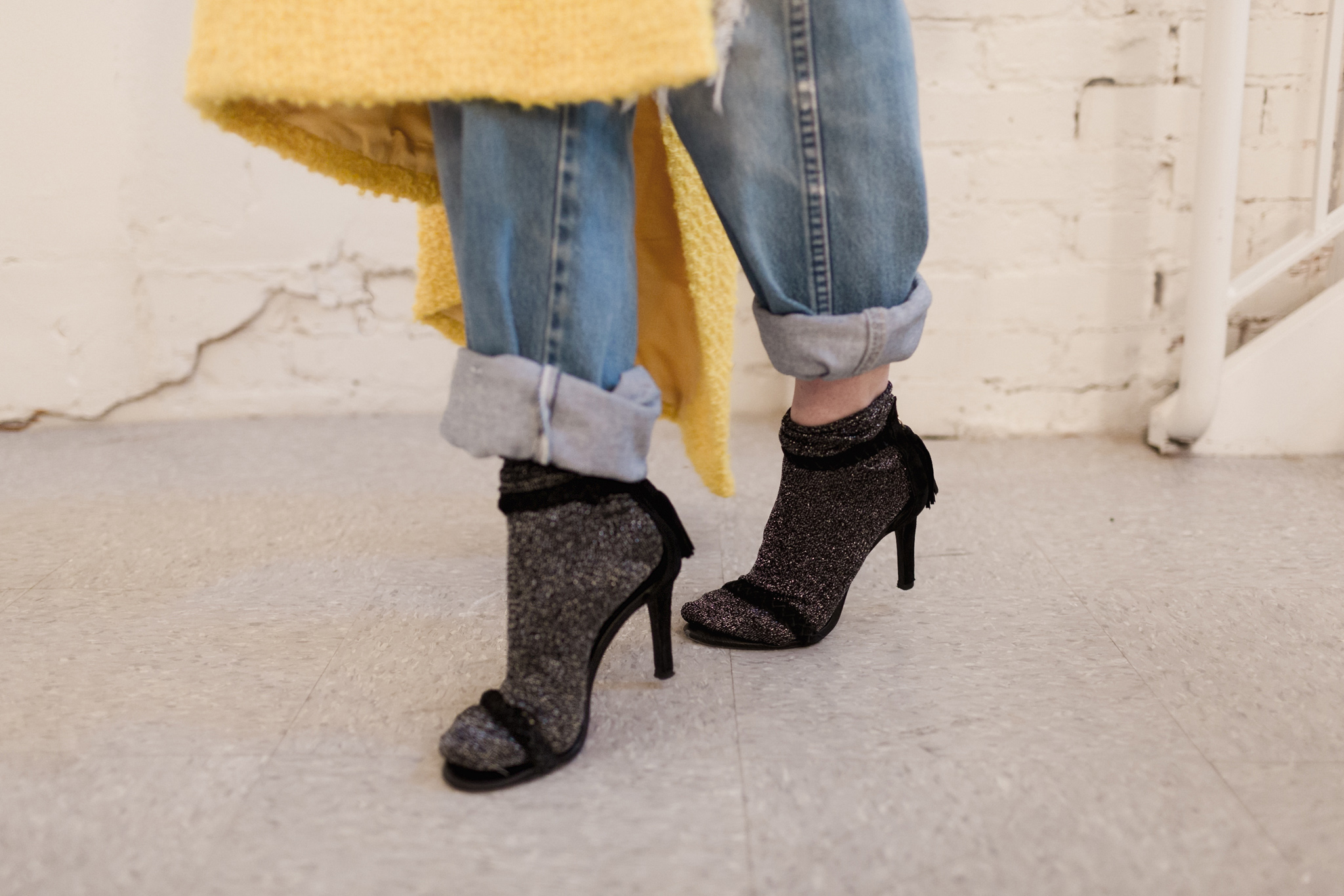 Eldridge Edit_Anna_E_Cottrell_Fashion_Blogger_Yellow_Vintage_Coat_Wrangler_Boyfriend_Jeans_Spring_Trend_2017_Star_Crossbody_Bag_Socks_with_Heels_Trend_MGB_Photo_13.jpg