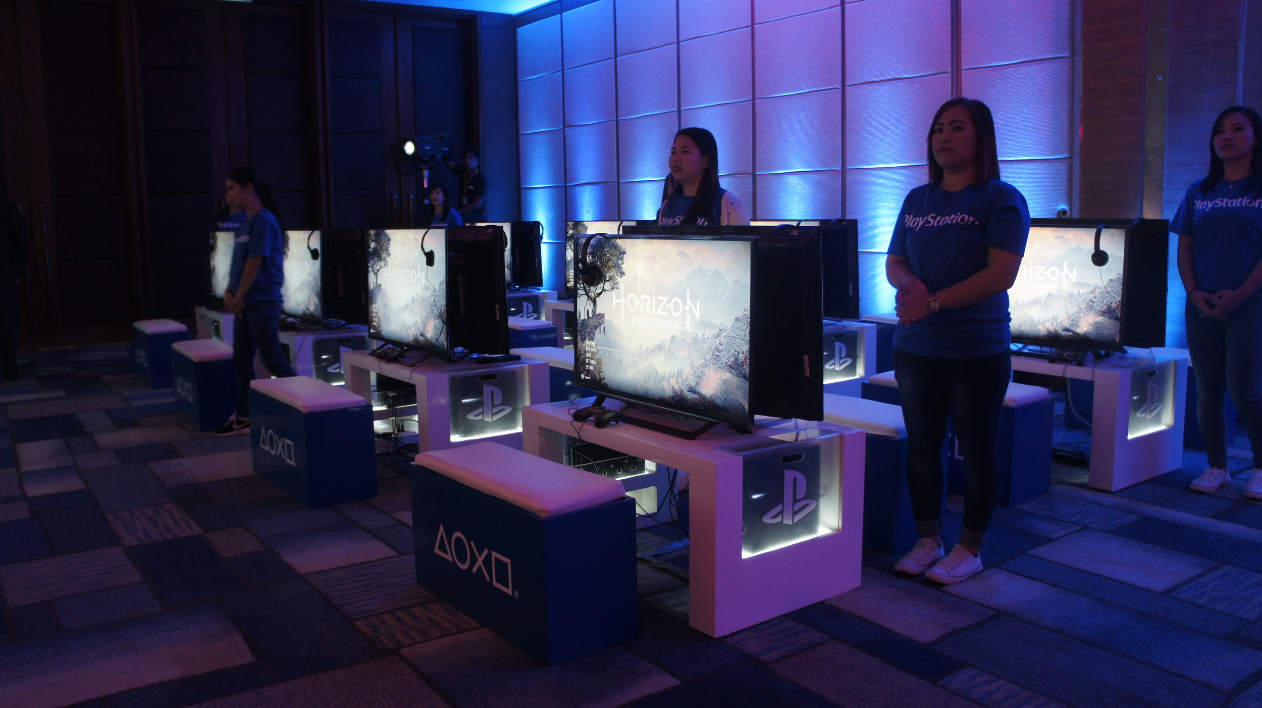 During the event, each station was using a standard PS4 unit to run Horizon Zero Dawn