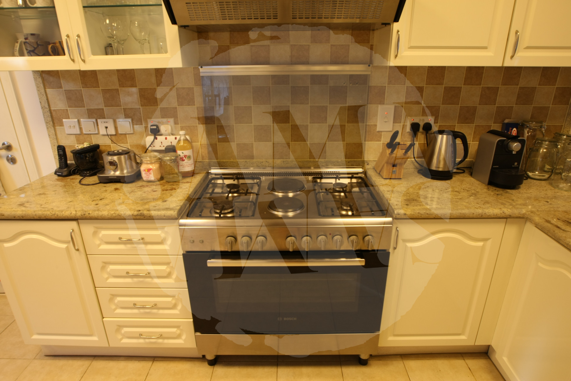 Large kitchen with top quality appliances and a sociable breakfast bar