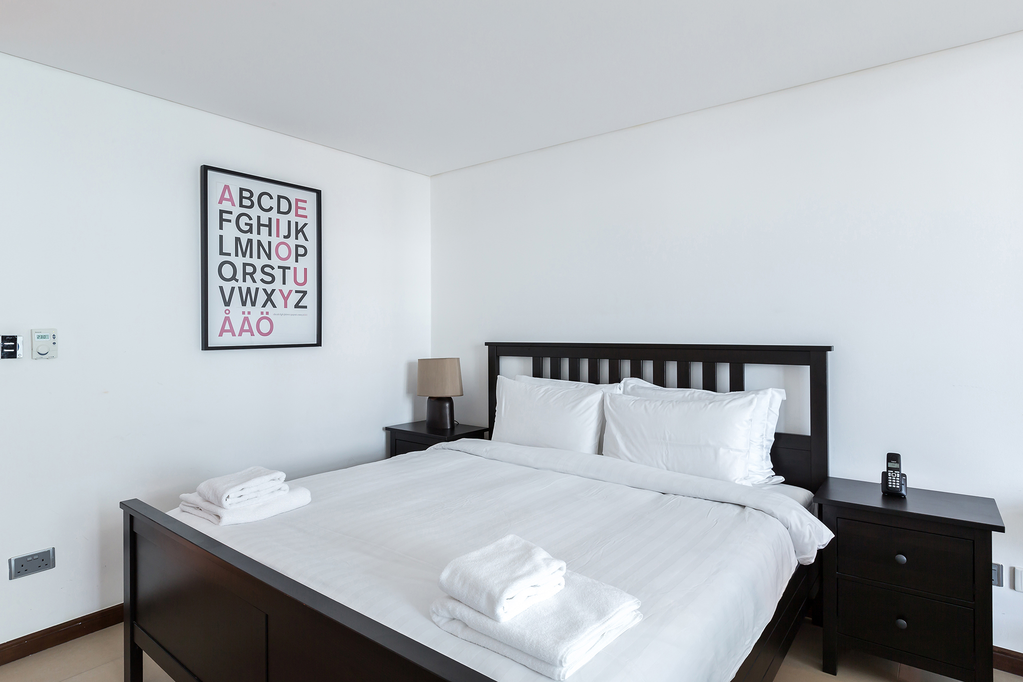 You will sleep very well in this brand new bed and firm king-sized mattress