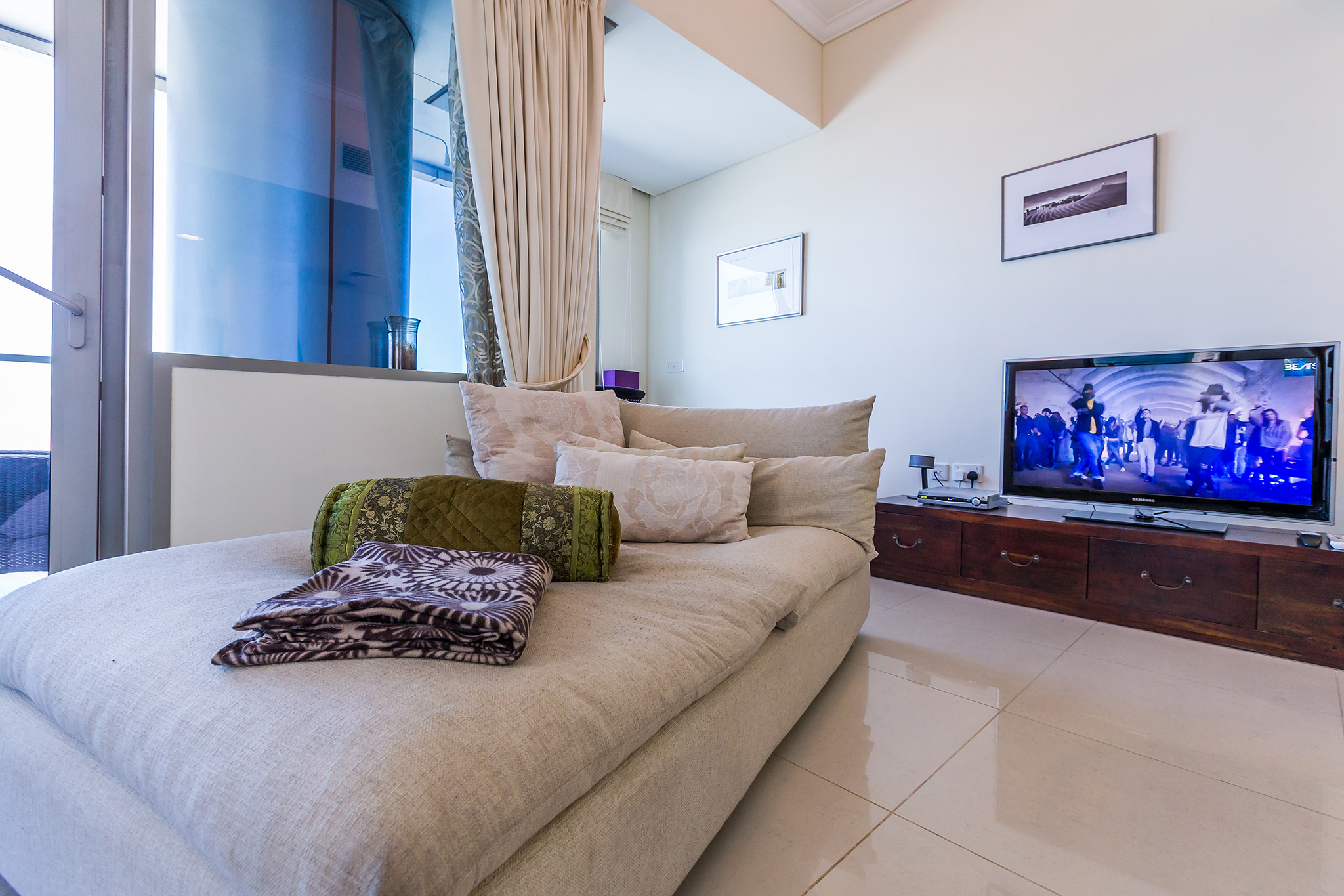 The cosy living area has an HDTV for your entertainment