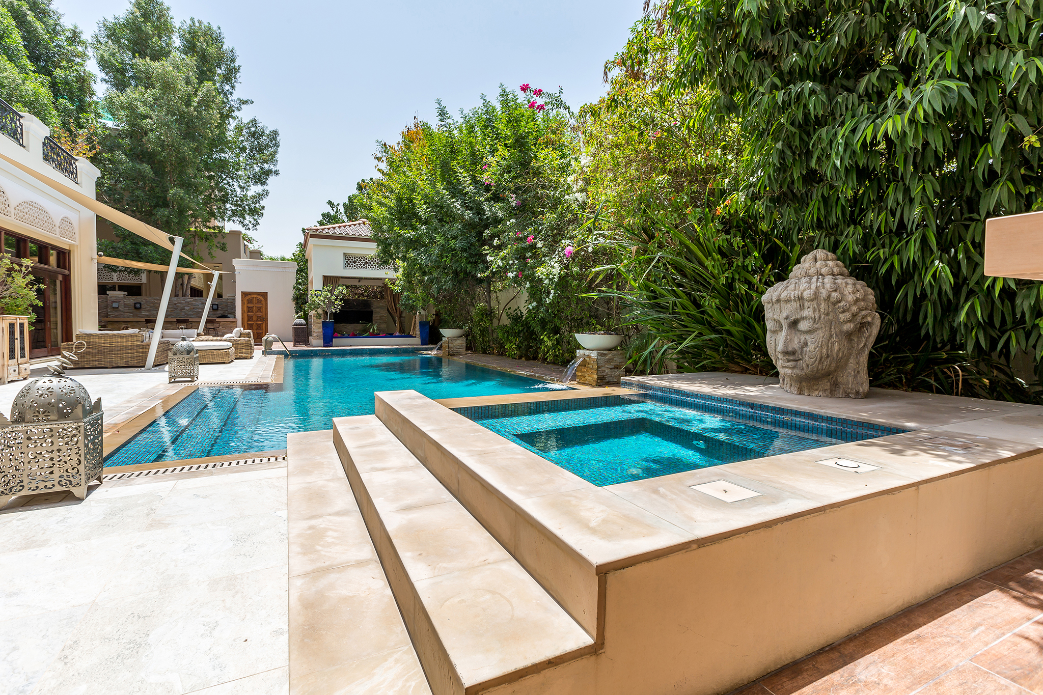 Private temperature-controlled swimming pool with jacuzzi