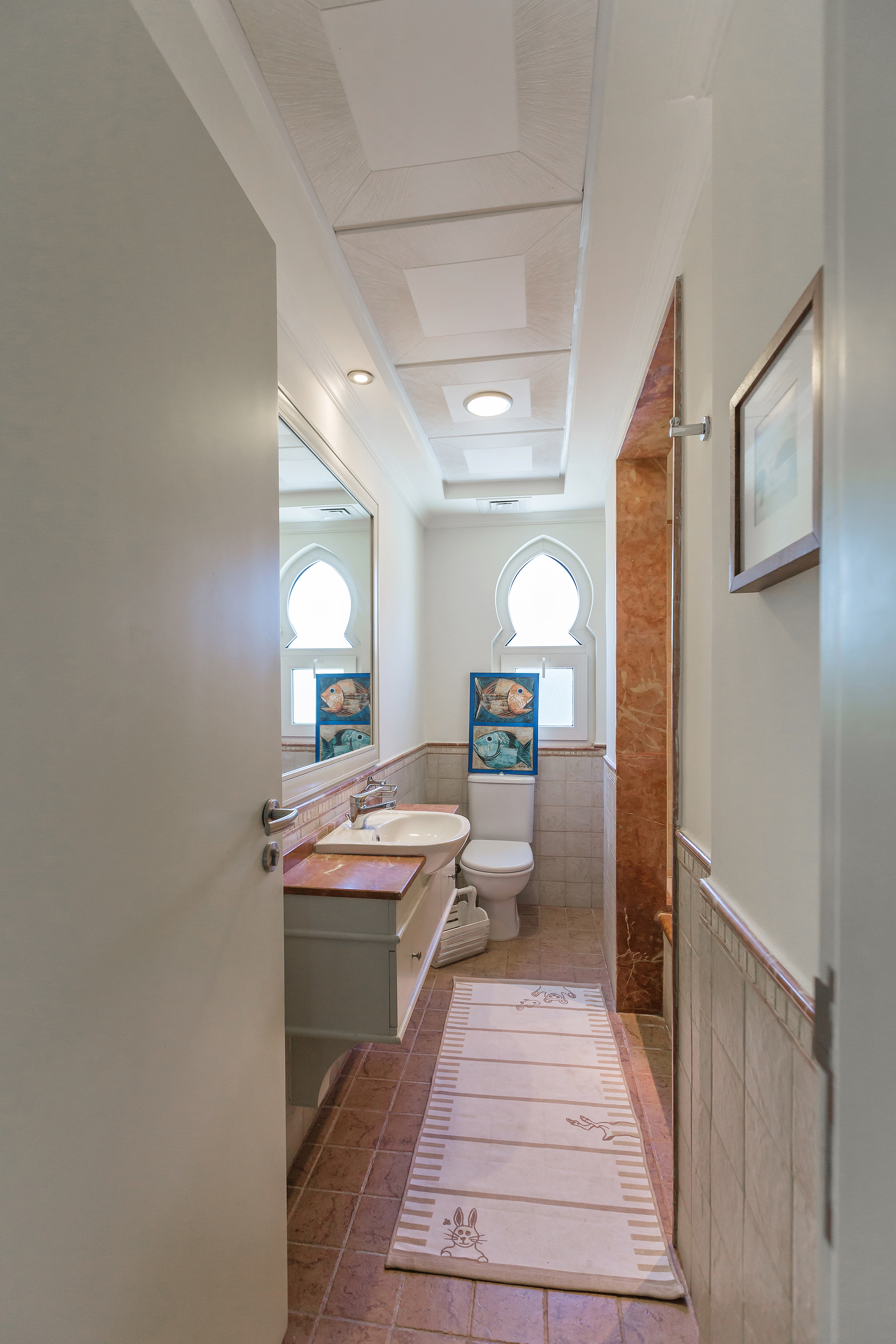 Perfectly formed bathroom with towels provided