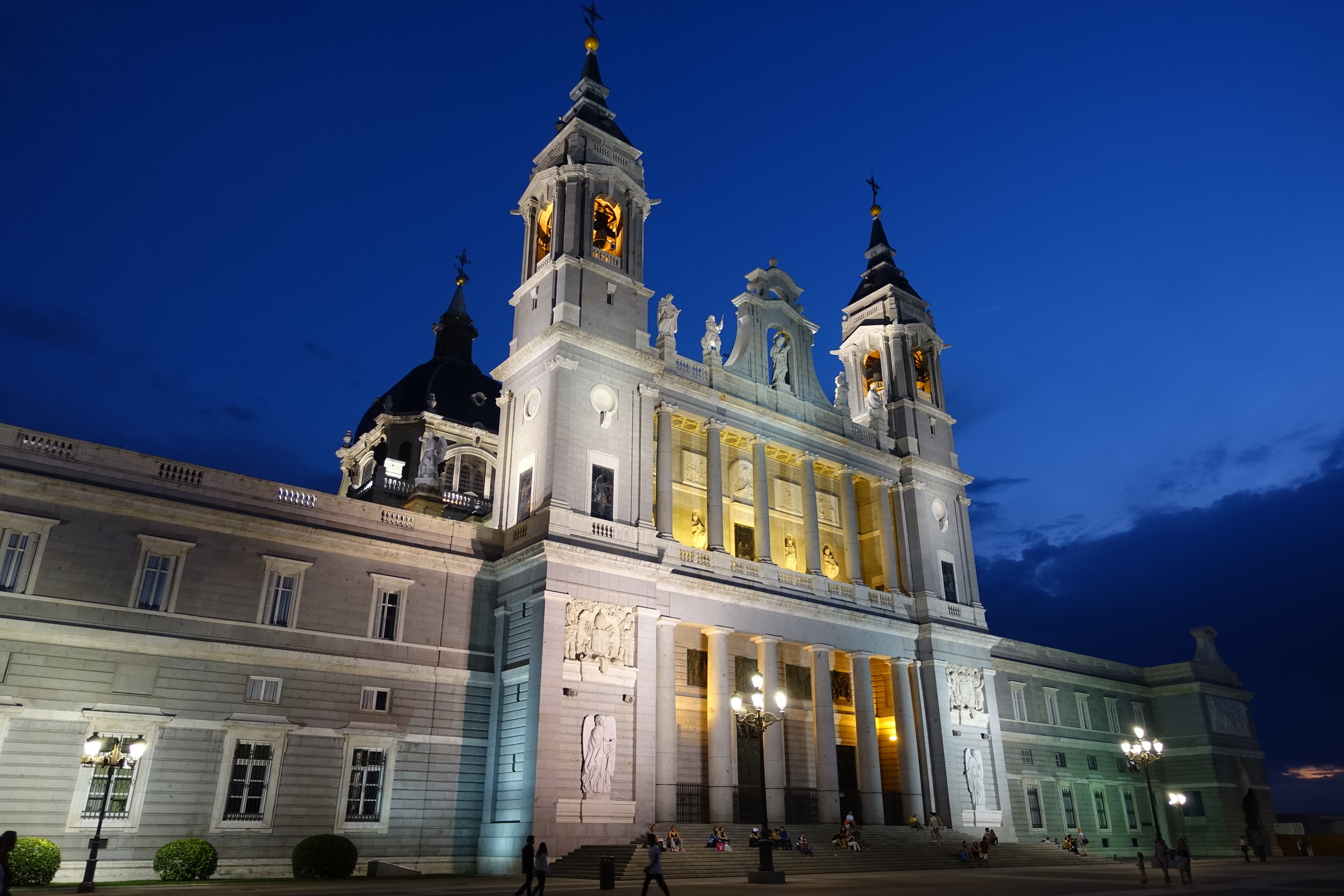Catedral de la Almudena, next door to the Palacio Real (Royal Palace) at night - isn't it gorgeous?