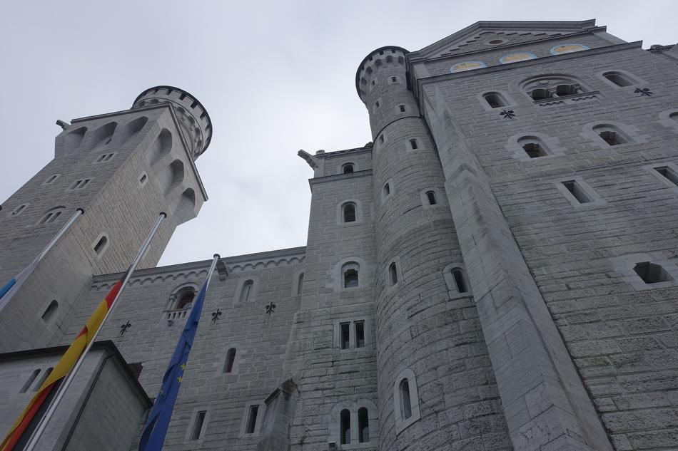Neuschwanstein Castle Germany 2.jpg