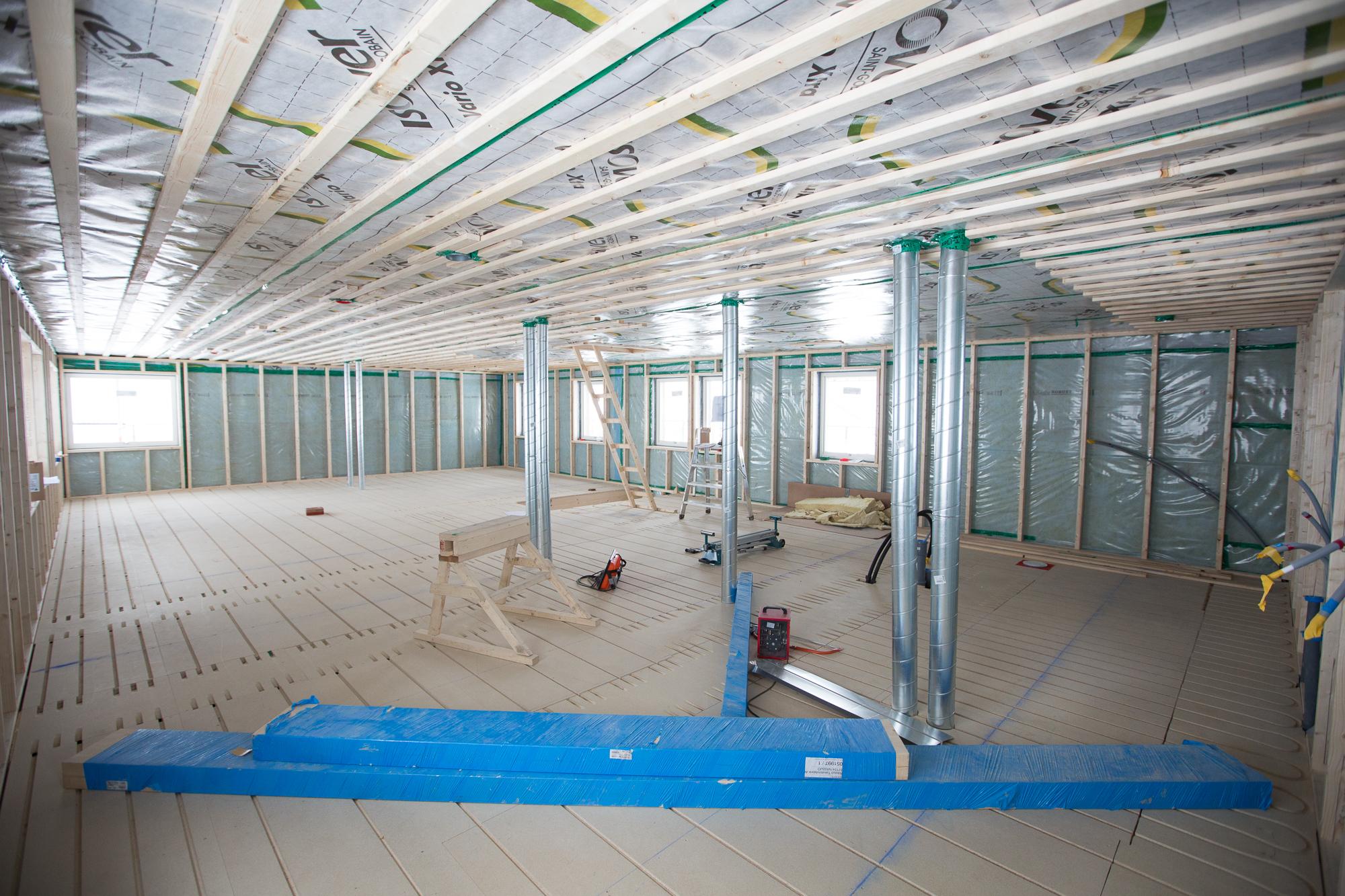 Huset är i princip tätt och snart är det dags för provtryckning. Ett tätt hus spar energi, så de 6000 kr det kostar känns som en vettig investering.
