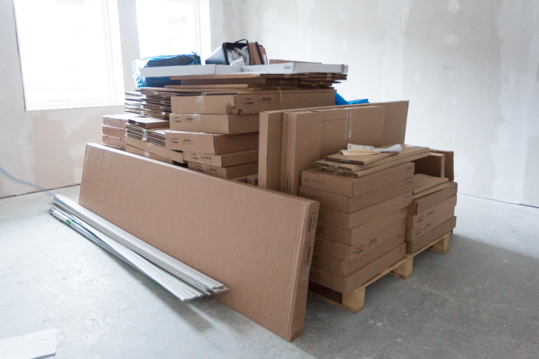 Ikea-köket i sina platta paket.
