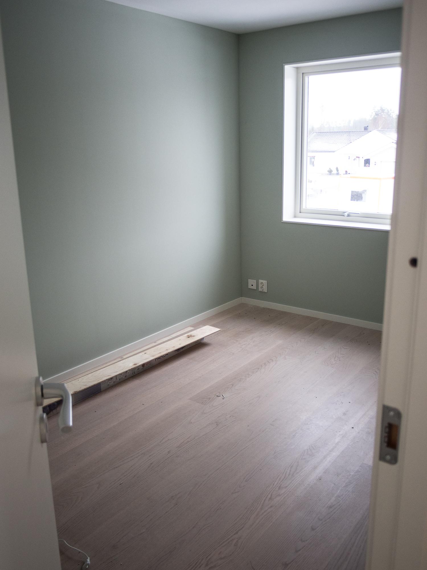 Ytterligare ett färdigt rum. Här  Auros Ärggrön.