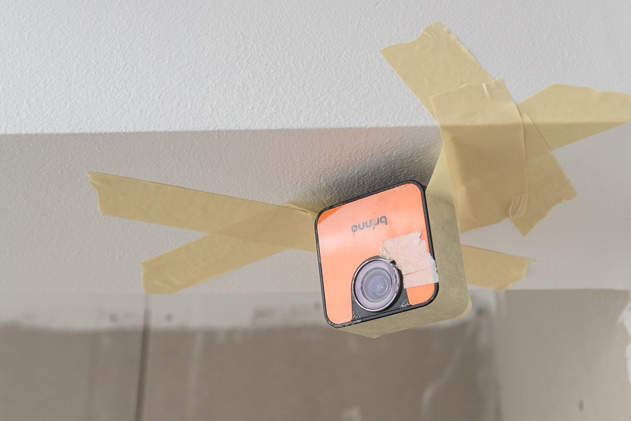Jag har monterat en timelapse-kamera i taket i badrummet för att skapa en film på nån minut där man ser badrummet växa fram. Kika in om en vecka så ska den nog ligga uppe!