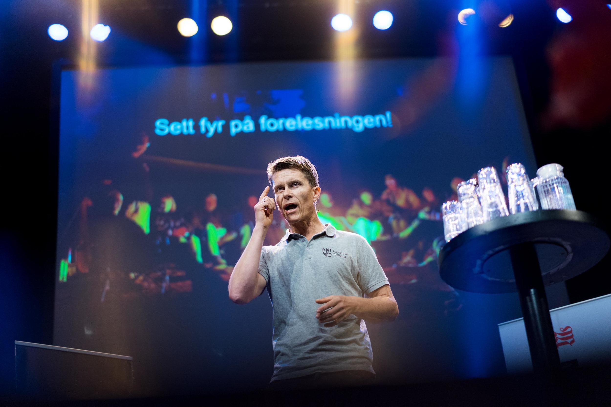 Populærforedrag med hjerneforsker og lege  Ole Petter Hjelle  kl. 12-12:45 i Grieghallen