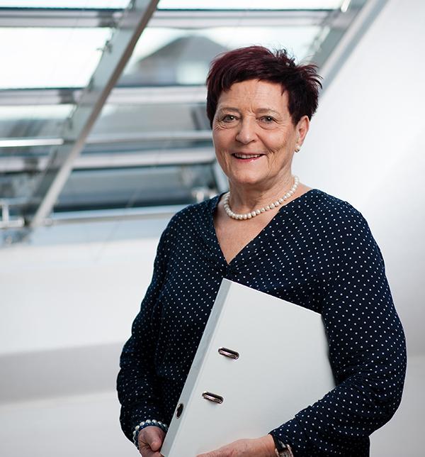 Therese Riesen, Buchhaltung   Pensionärin  Damenschneiderin EFZ    Kontakt