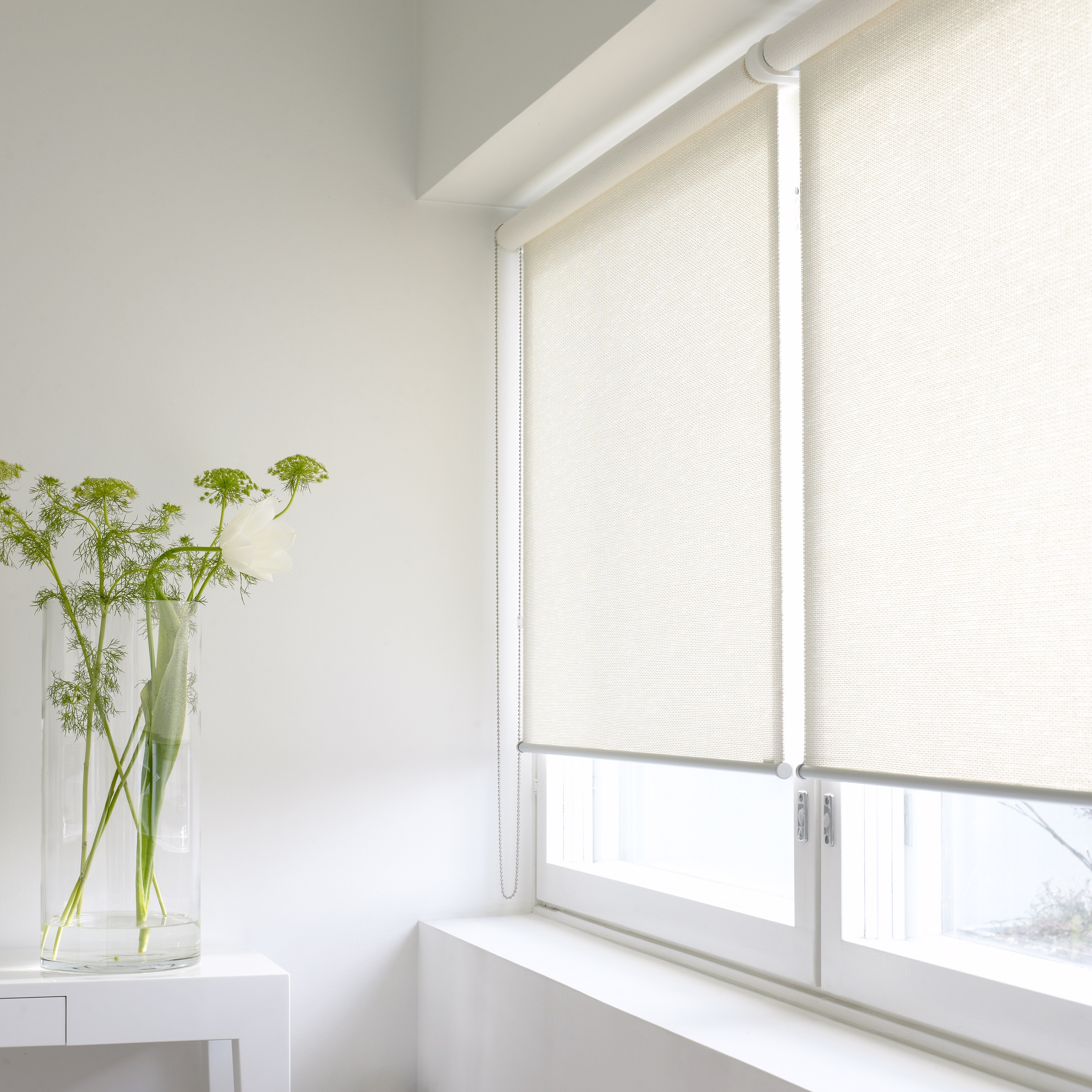 21111 MORNING white fabric, chain operated roller blinds (Silent Gliss 4810) D, aluminium bottom bar