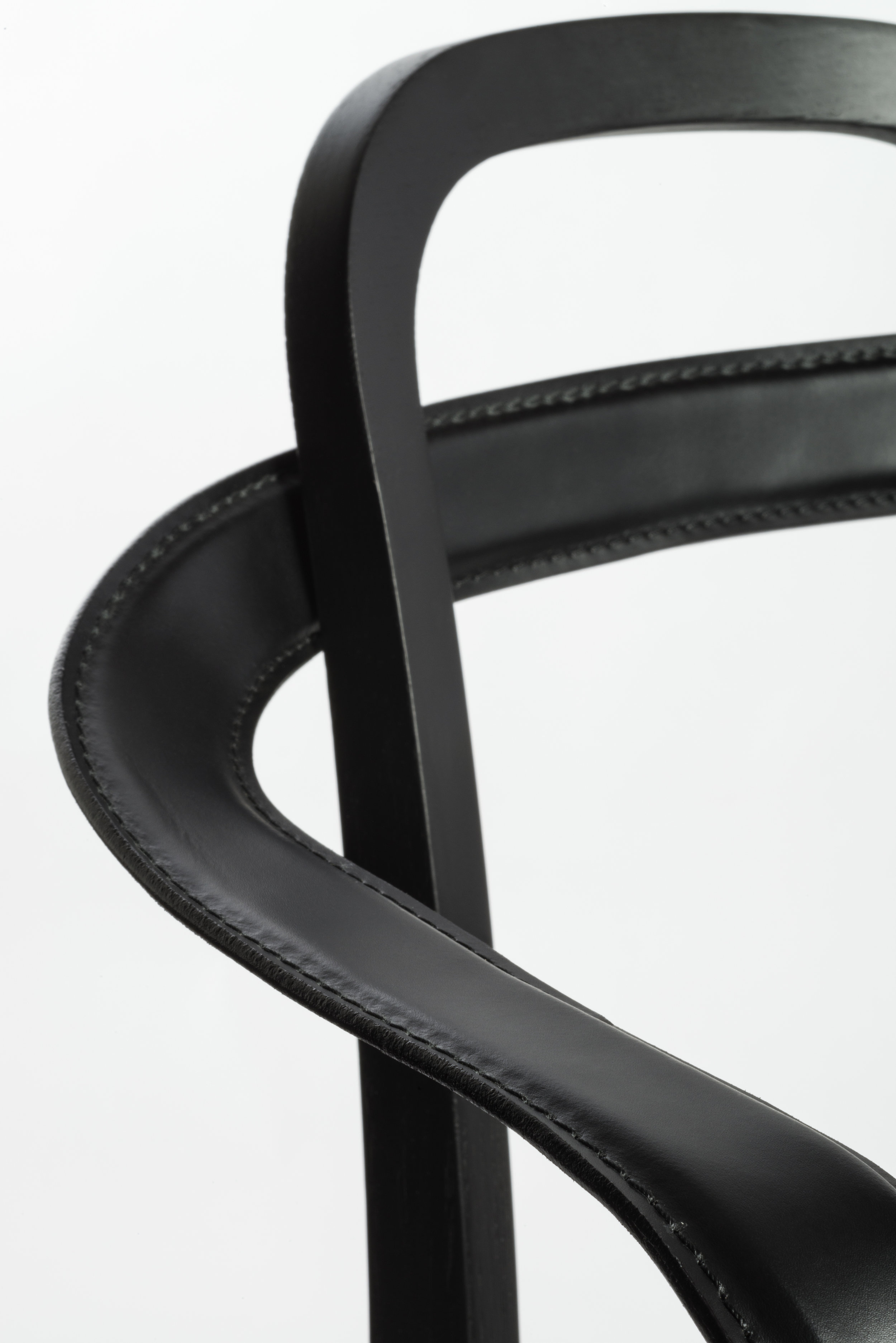 4459 SIRO+ with armrests stained black_detail