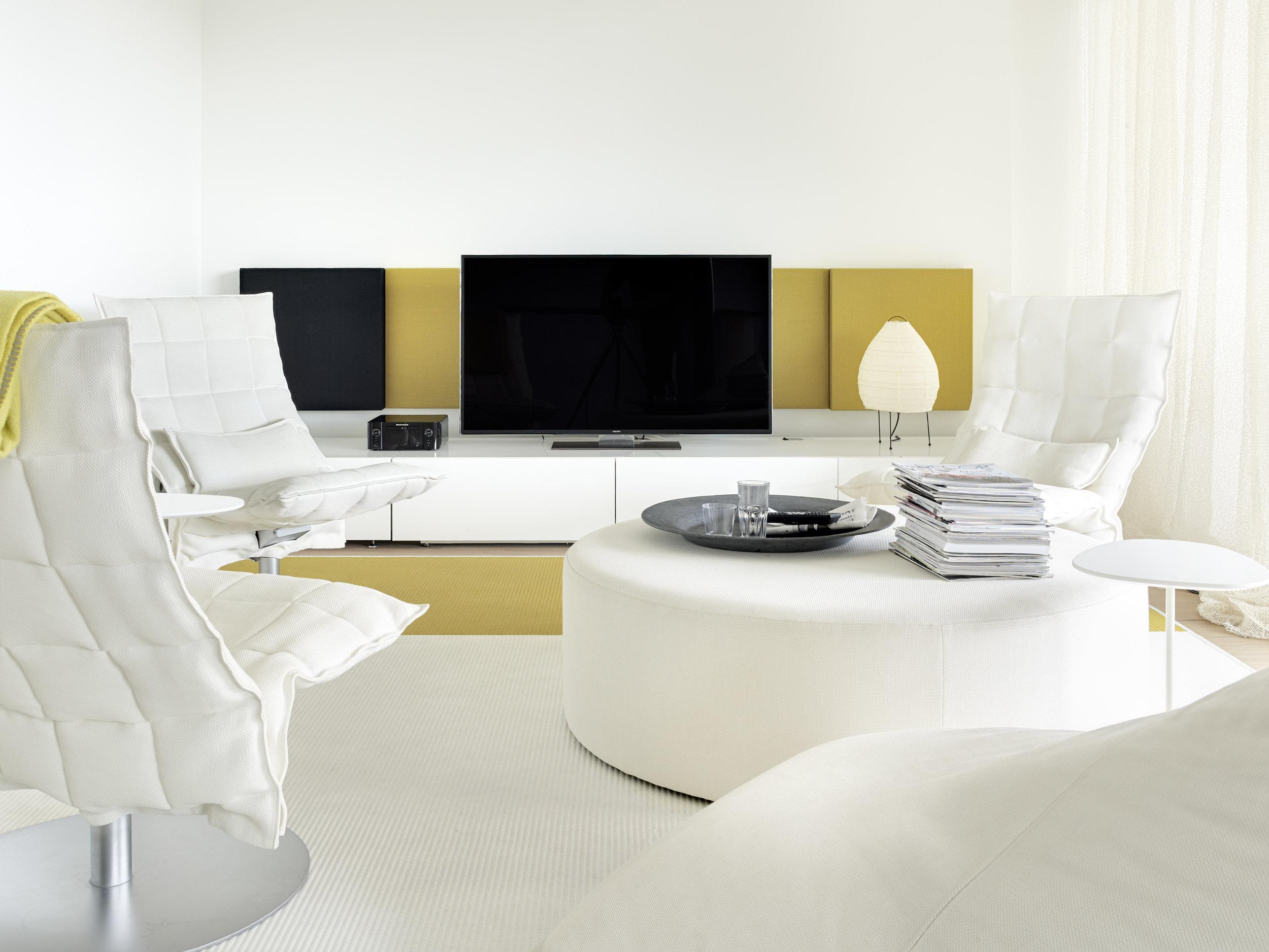 4850 Loudwhisper, 46007 Narrow Swivel k Chairs white, 1380134 Beach white-brass paper yarn carpet, 45601 Square bench white