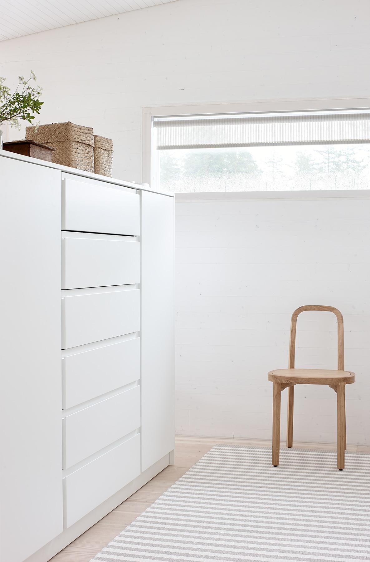 4400  Siro+  chair, 1191501 Stripe stone-white paper yarn carpet,  Vista  21311 white roller blind