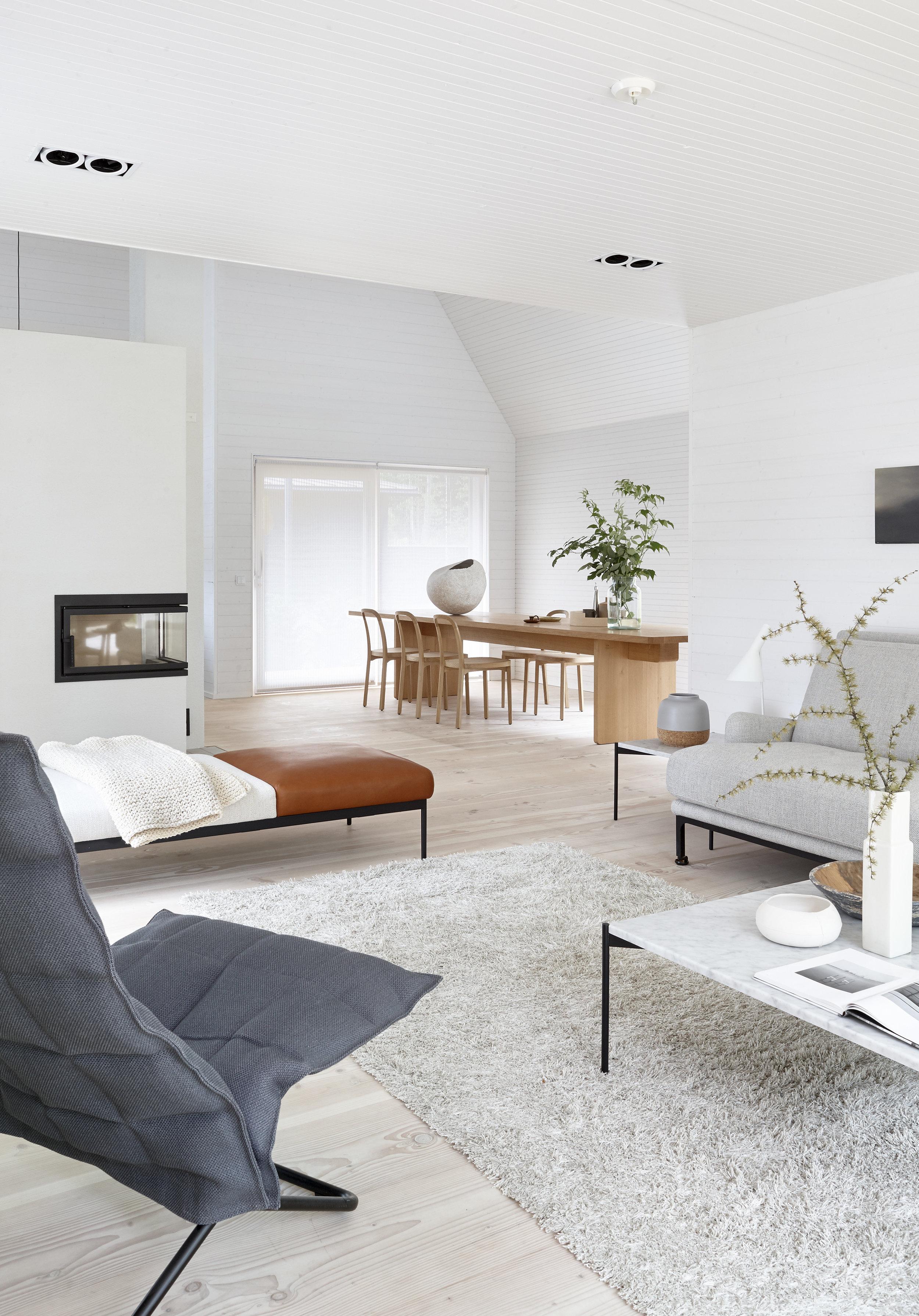 1640115  Wild  light grey tufted carpet, 46003  Narrow Tubular k Chair , 4400  Siro+  chairs