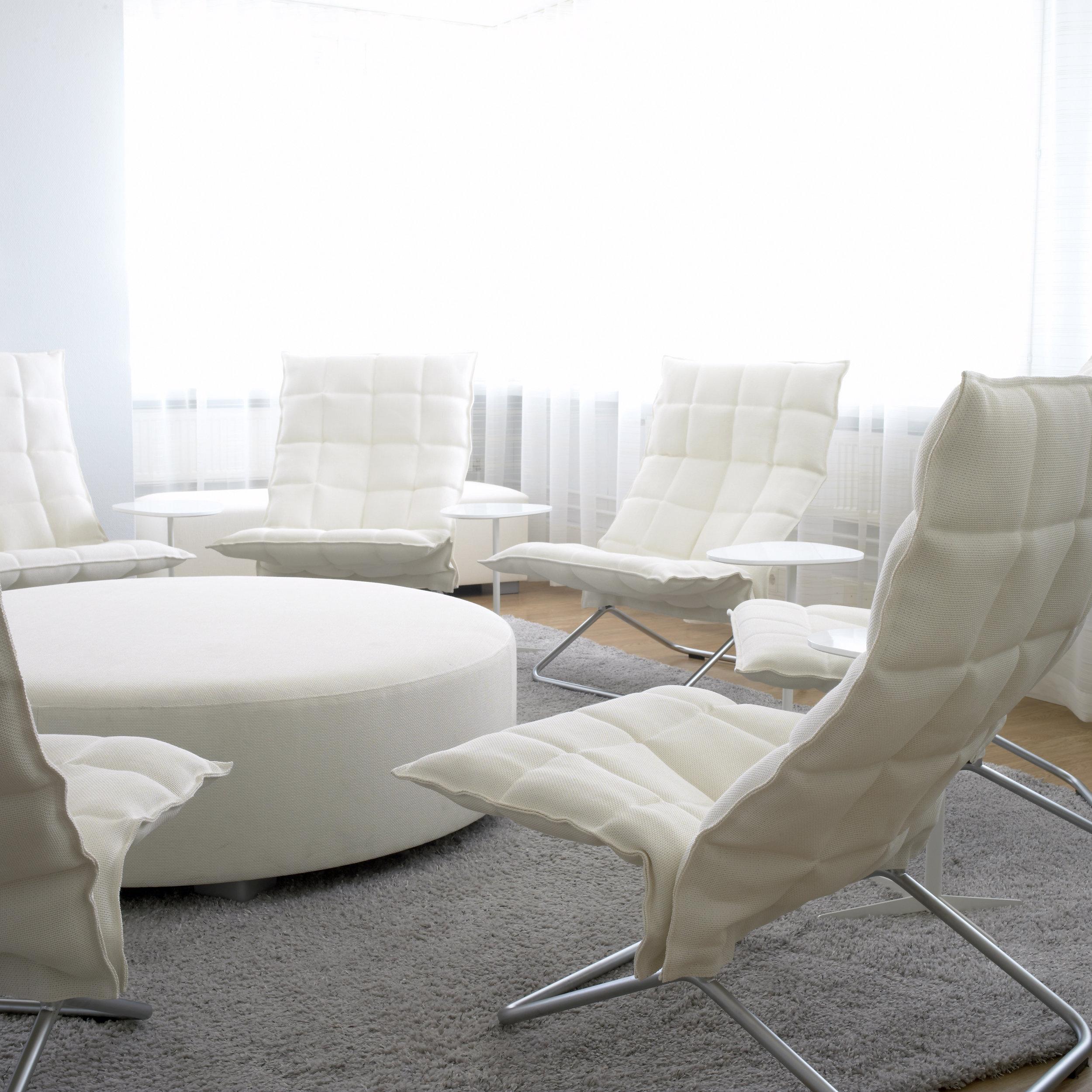46003  Narrow Tubular k Chairs  white, 45605 Round bench white, 1612222 Sammal ice tufted carpet