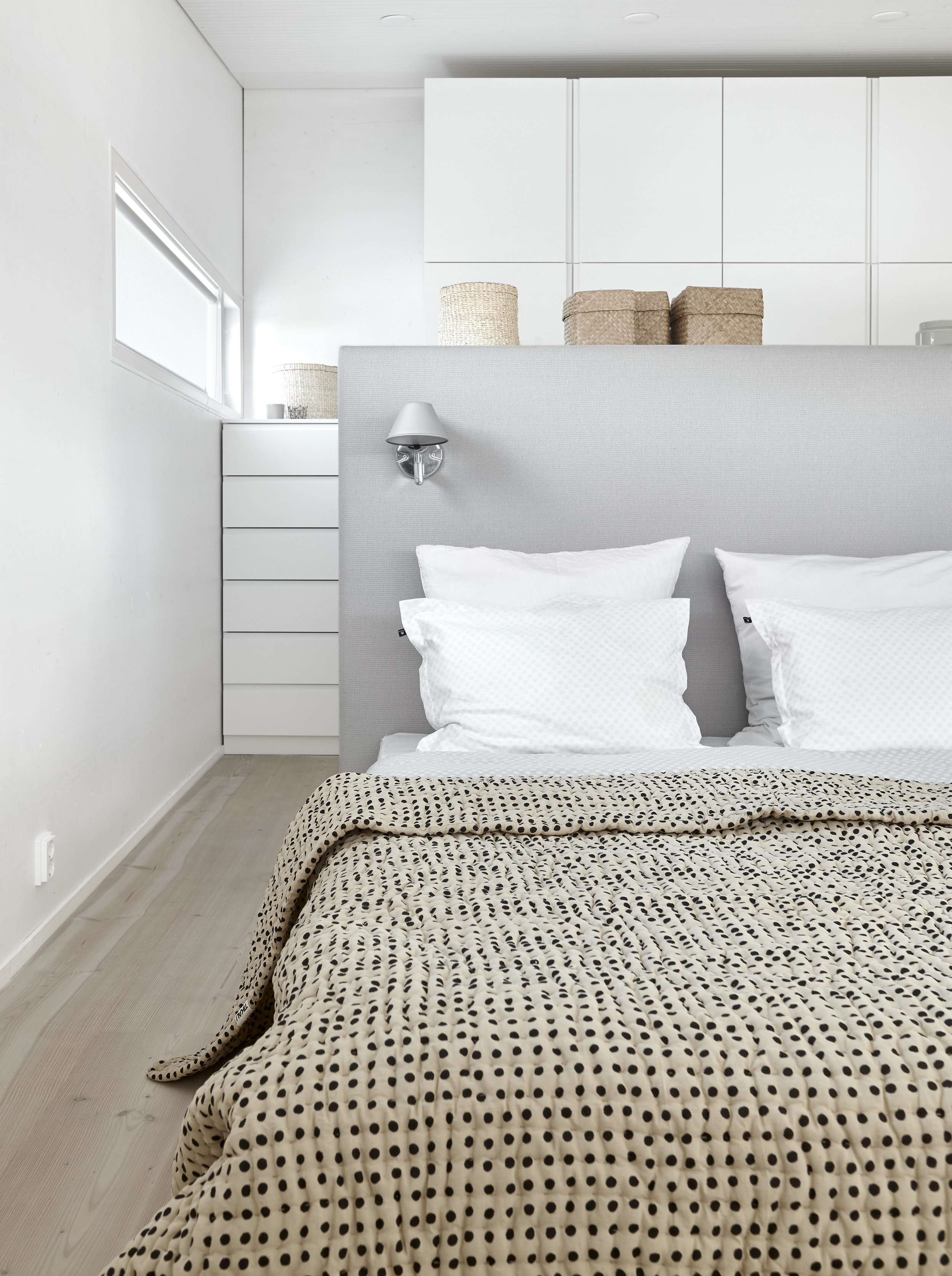 4001C Woodnotes Bed Headboards