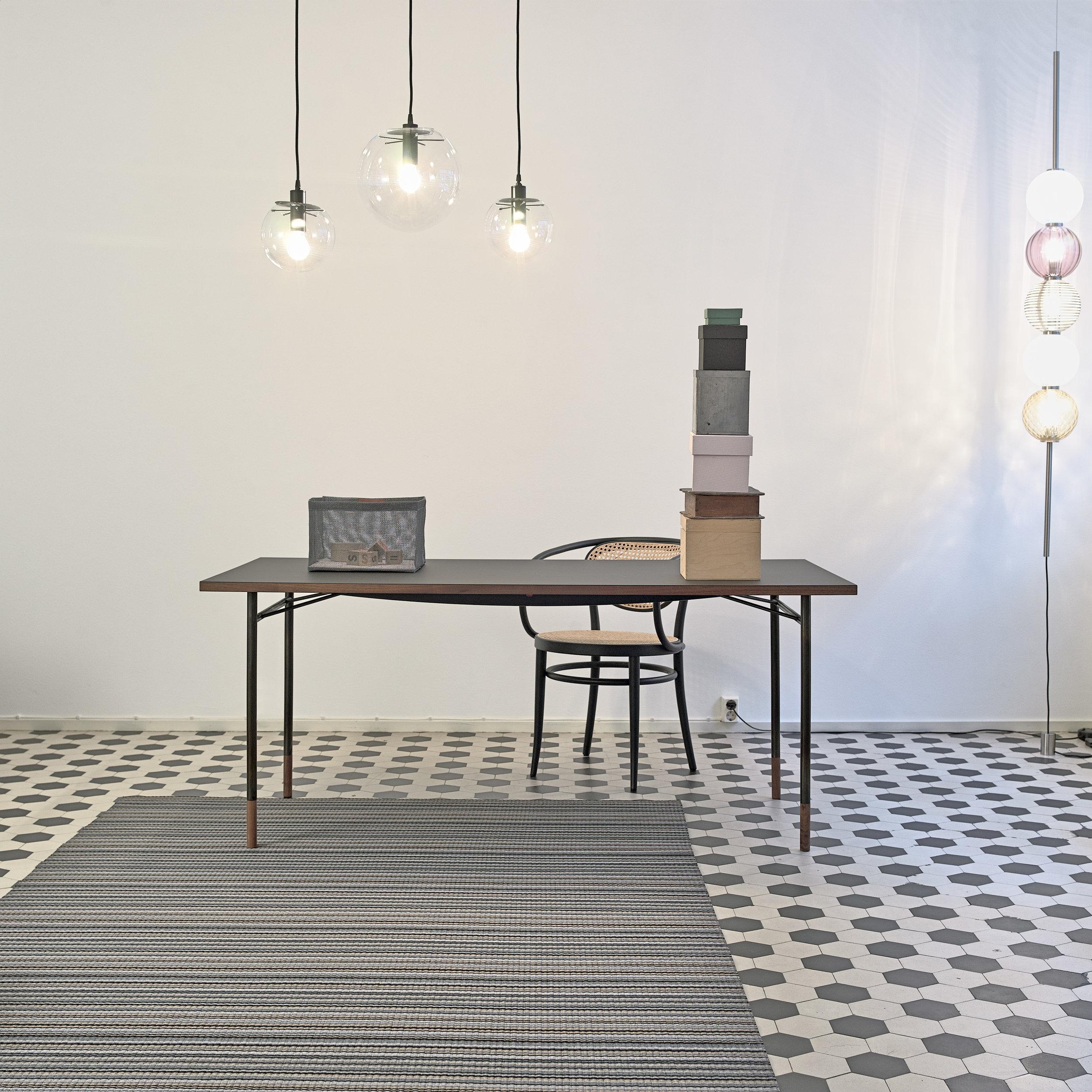 1394009  Midsummer  graphite-black paper yarn carpet