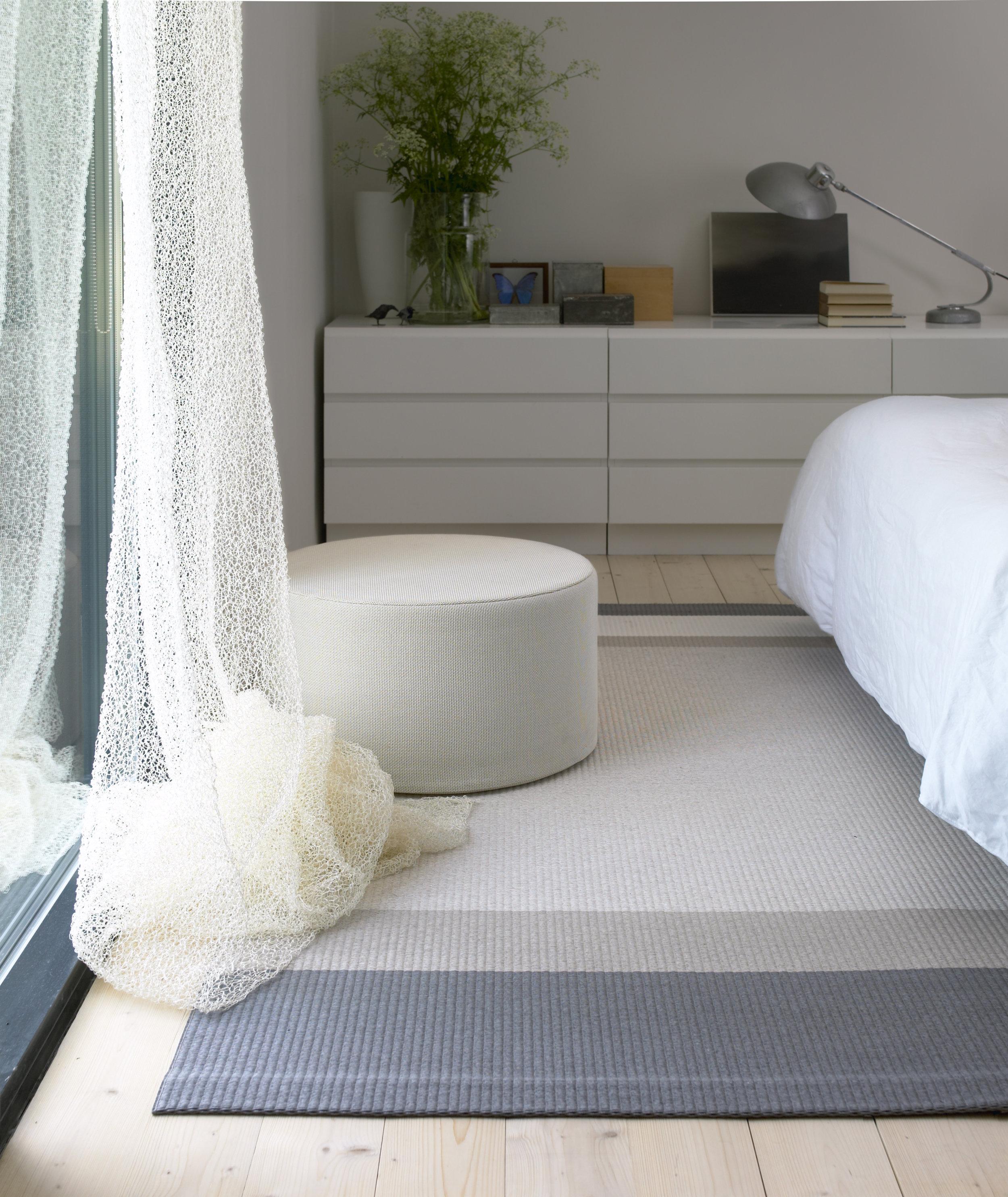 1331501  Panorama  stone-white paper yarn carpet, 7210101 Veil white curtain, 436 Round Cool cushion