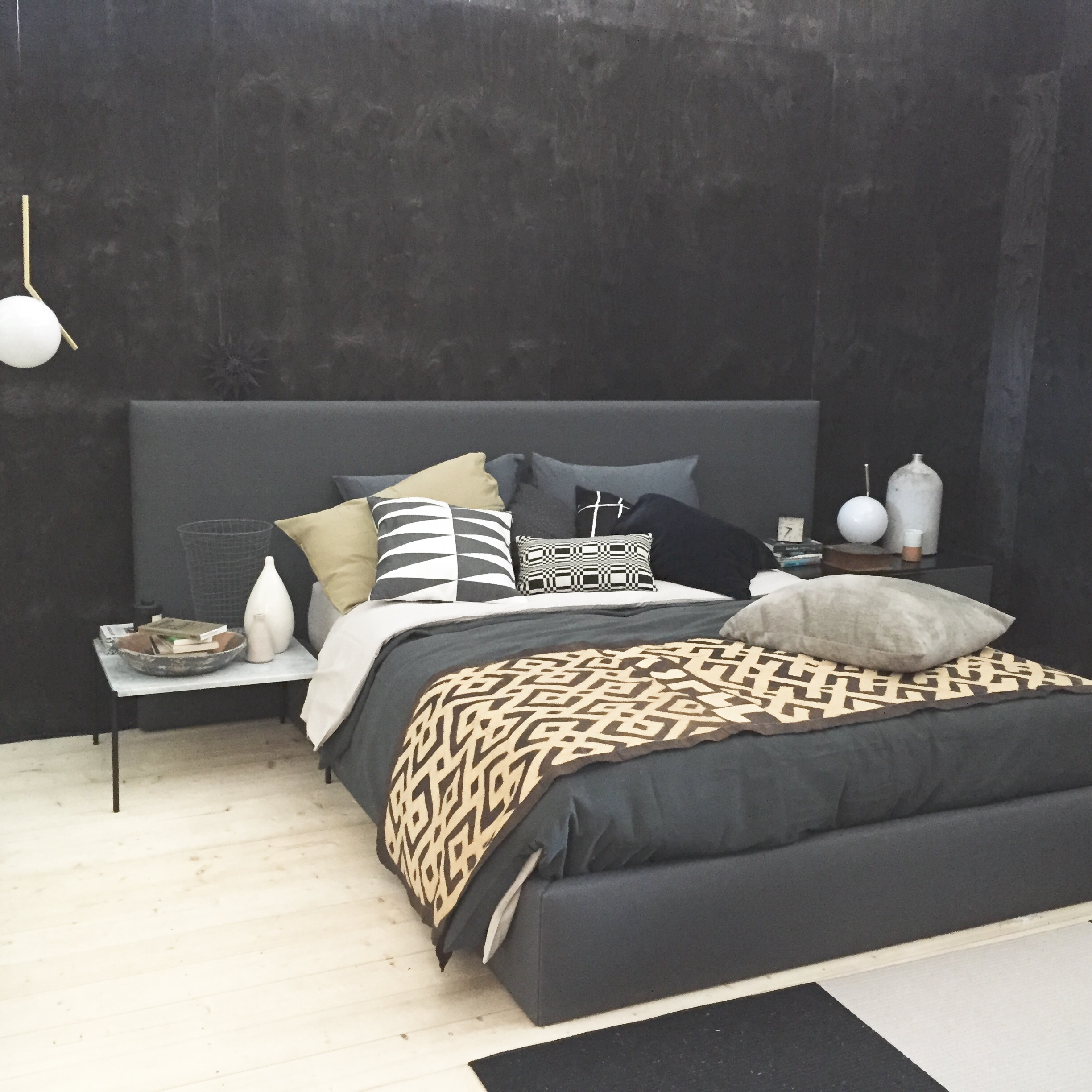 47010 Woodnotes Bed and 47001C Bed headboard graphite