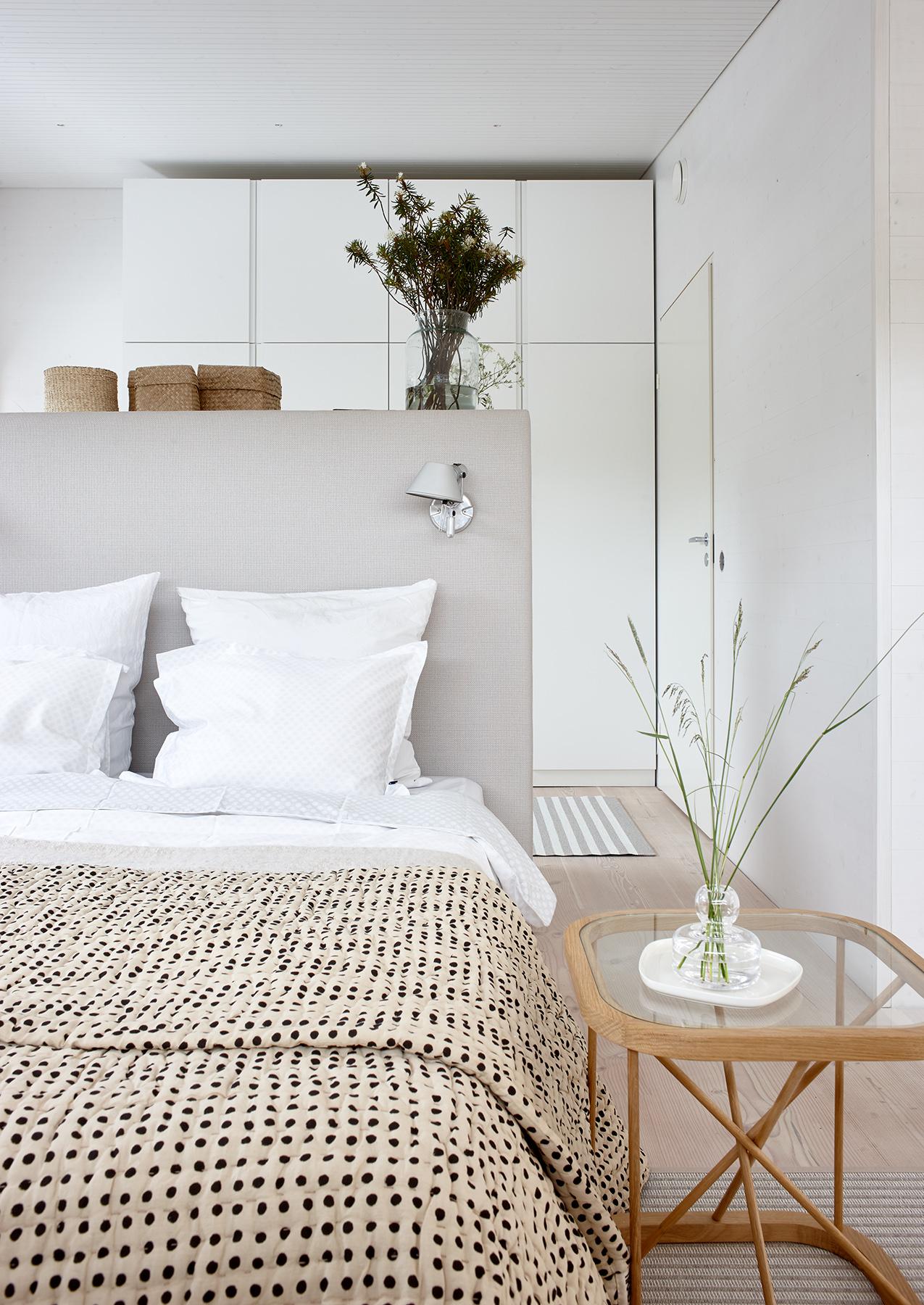 47001C Woodnotes Bed headboard stone-white, 46700W  Twiggy  oak bed side table size 44x44x45,5 cm.
