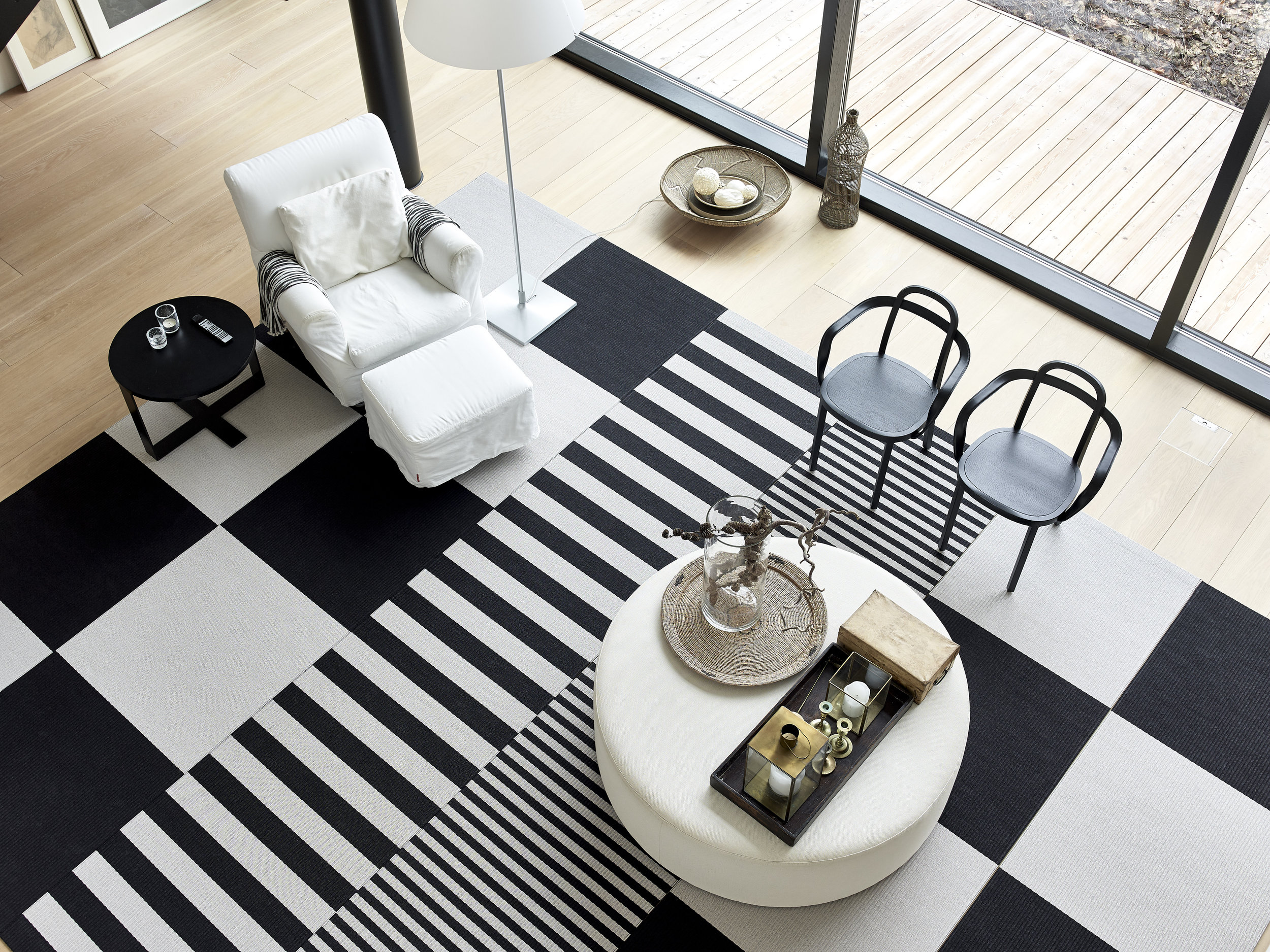 Woodnotes interior /  Squareplay  paper yarn combo with 1420915  Big Stripe  and 1190915 Stripe paper yarns black-stone, 4459 SIRO+ with armrests black