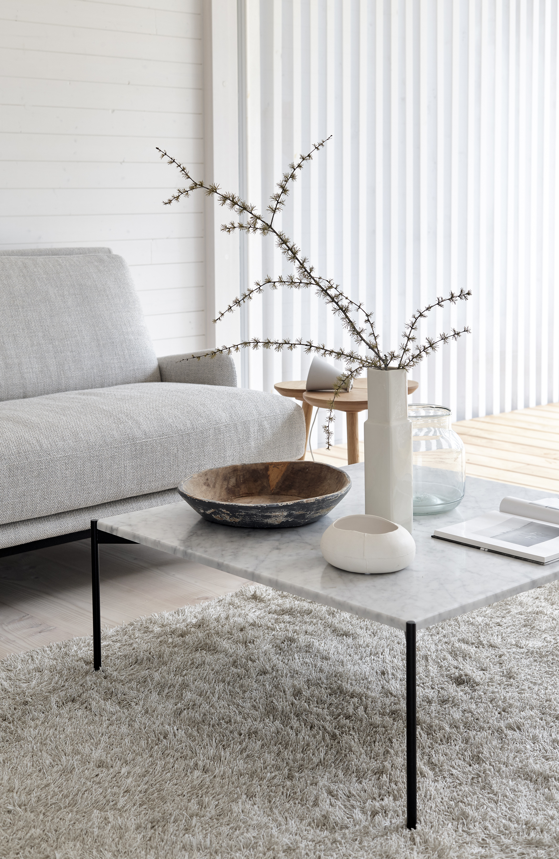 The long piles of the  Wild  1640115 light grey tufted linen wool carpet allow footprints run wildly on the surface of the carpet than footprints in the snow or sand.