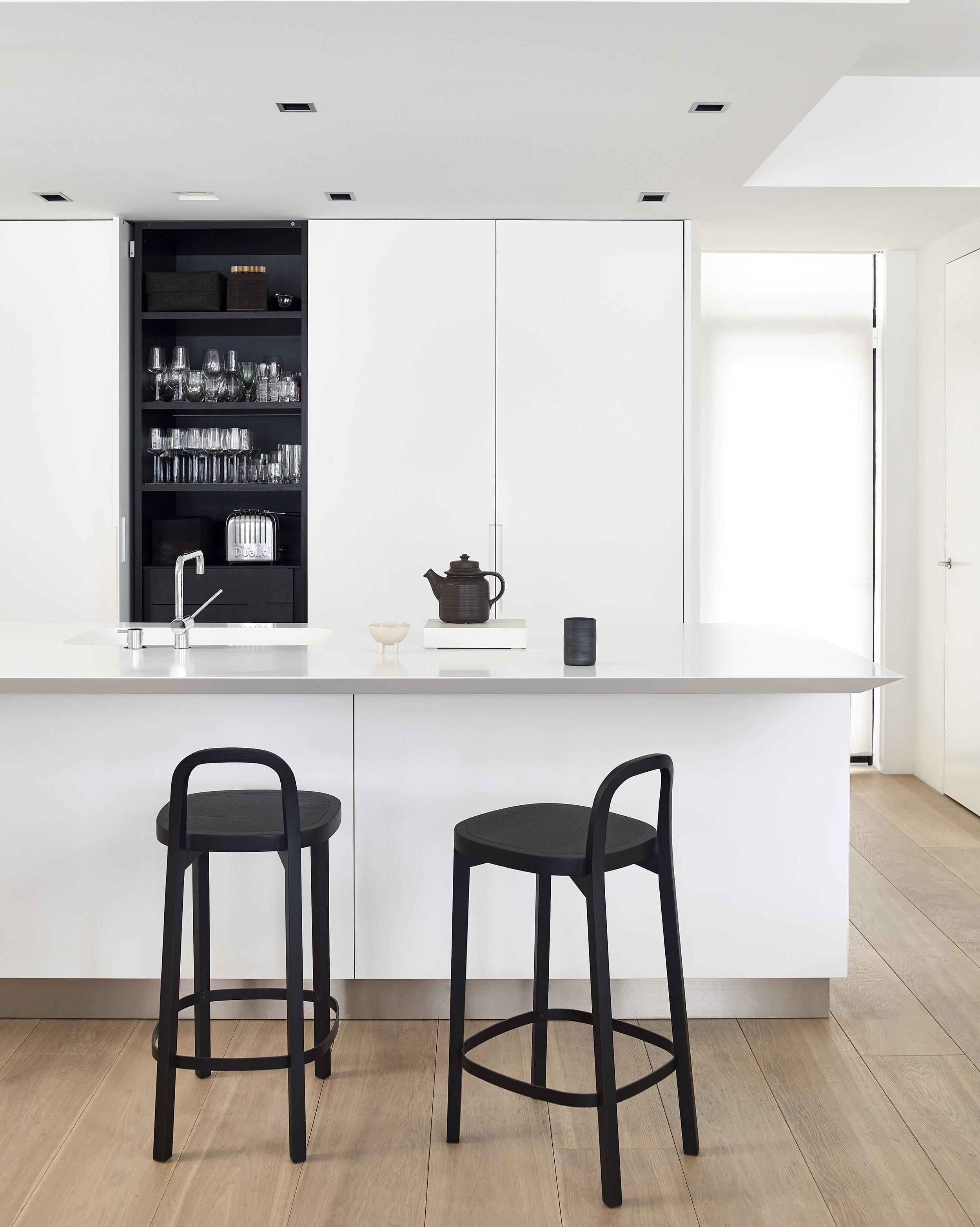 Siro+ bar stool height 65 cm in black