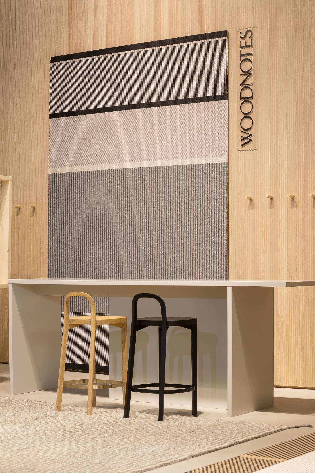 San Francisco  paper yarn carpet col. nutria-black on the wall and Siro+ bar stools looks nice together. /  Seinällä on    San Francisco    paperinarumatto väri: nutria-musta ja Siro+ baarituolit näyttävät hyvältä yhdessä.